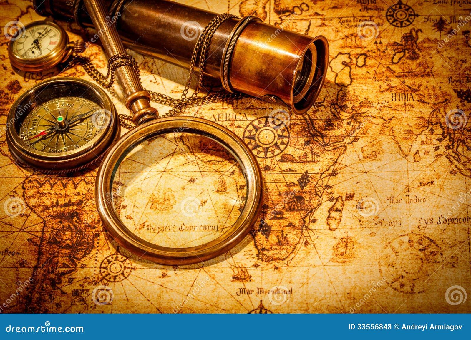 Rocznika powiększać - szkło kłama na antycznej światowej mapie