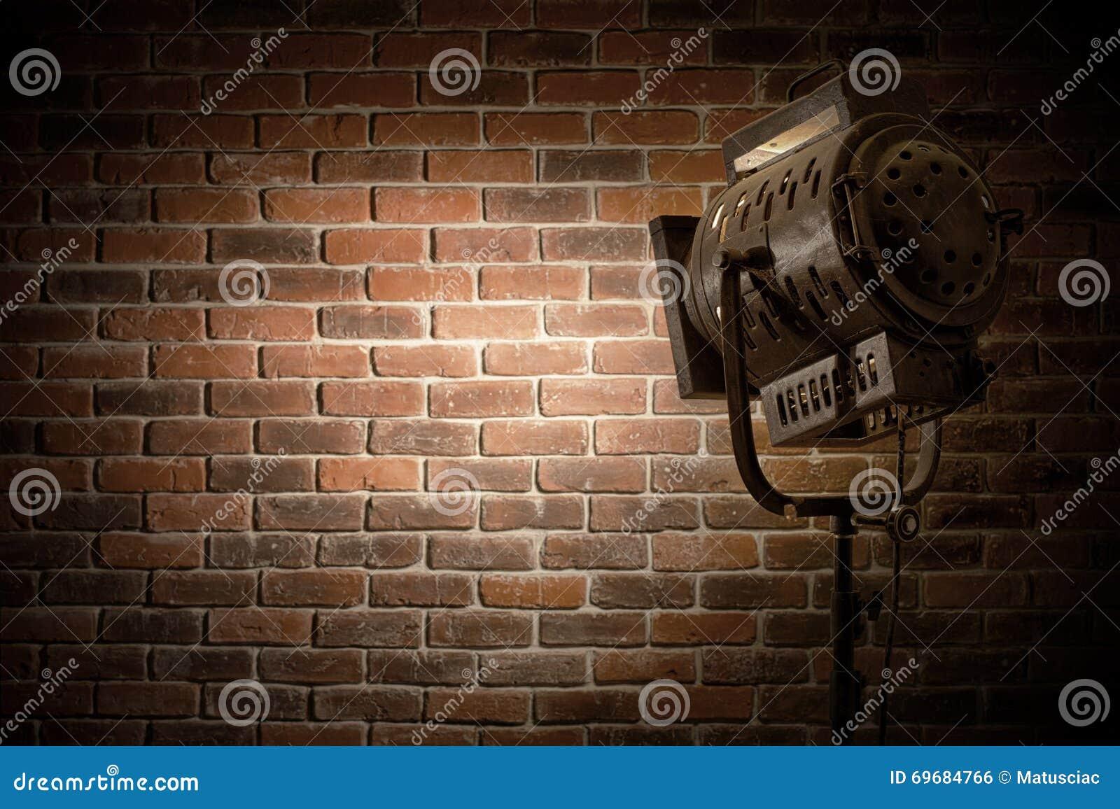 Rocznika teatr, filmu punktu światło/skupialiśmy się na ściana z cegieł tle