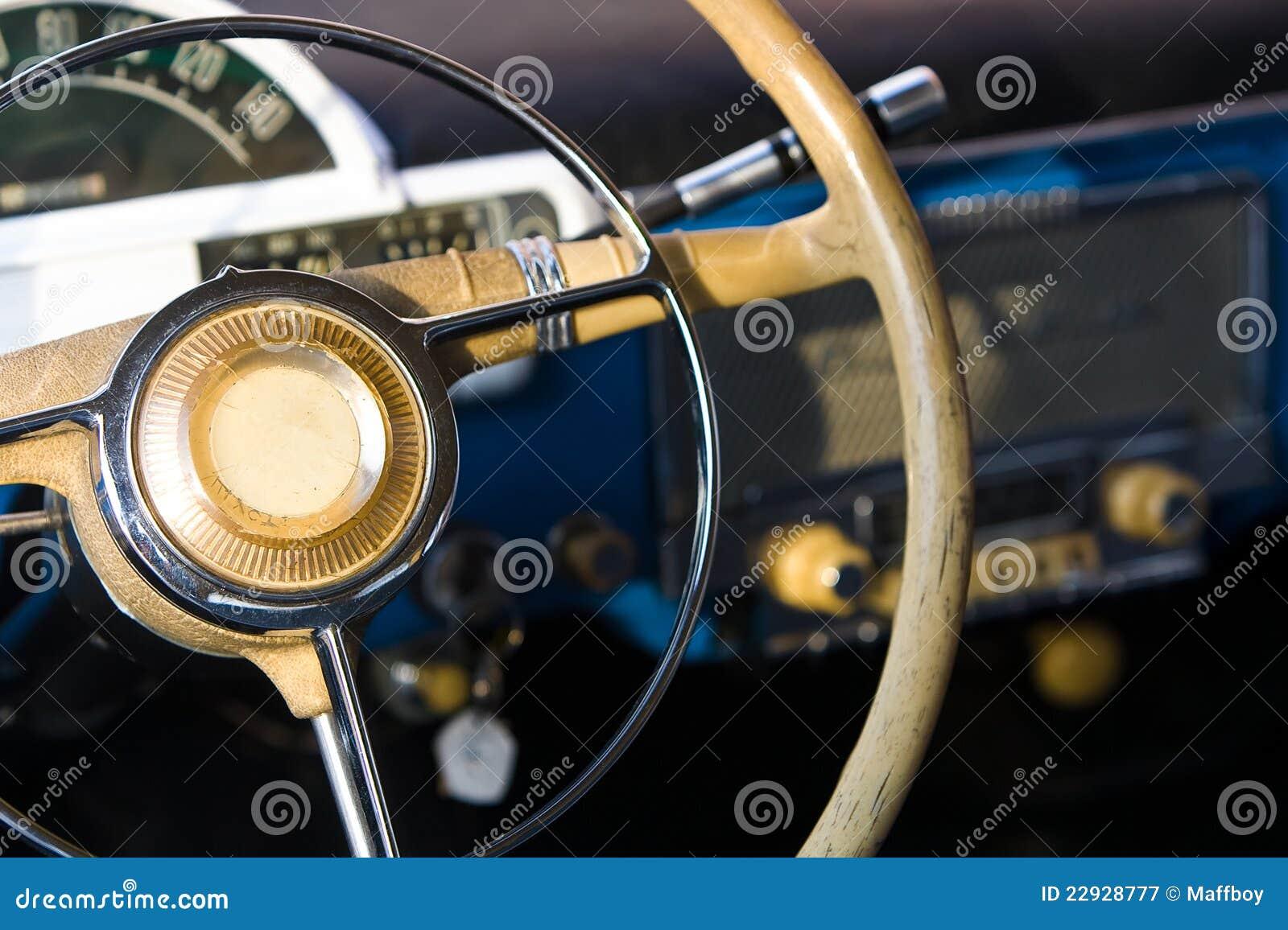 Roda de direcção retro do carro