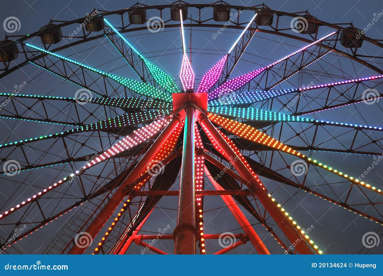 Roda de Ferris na noite