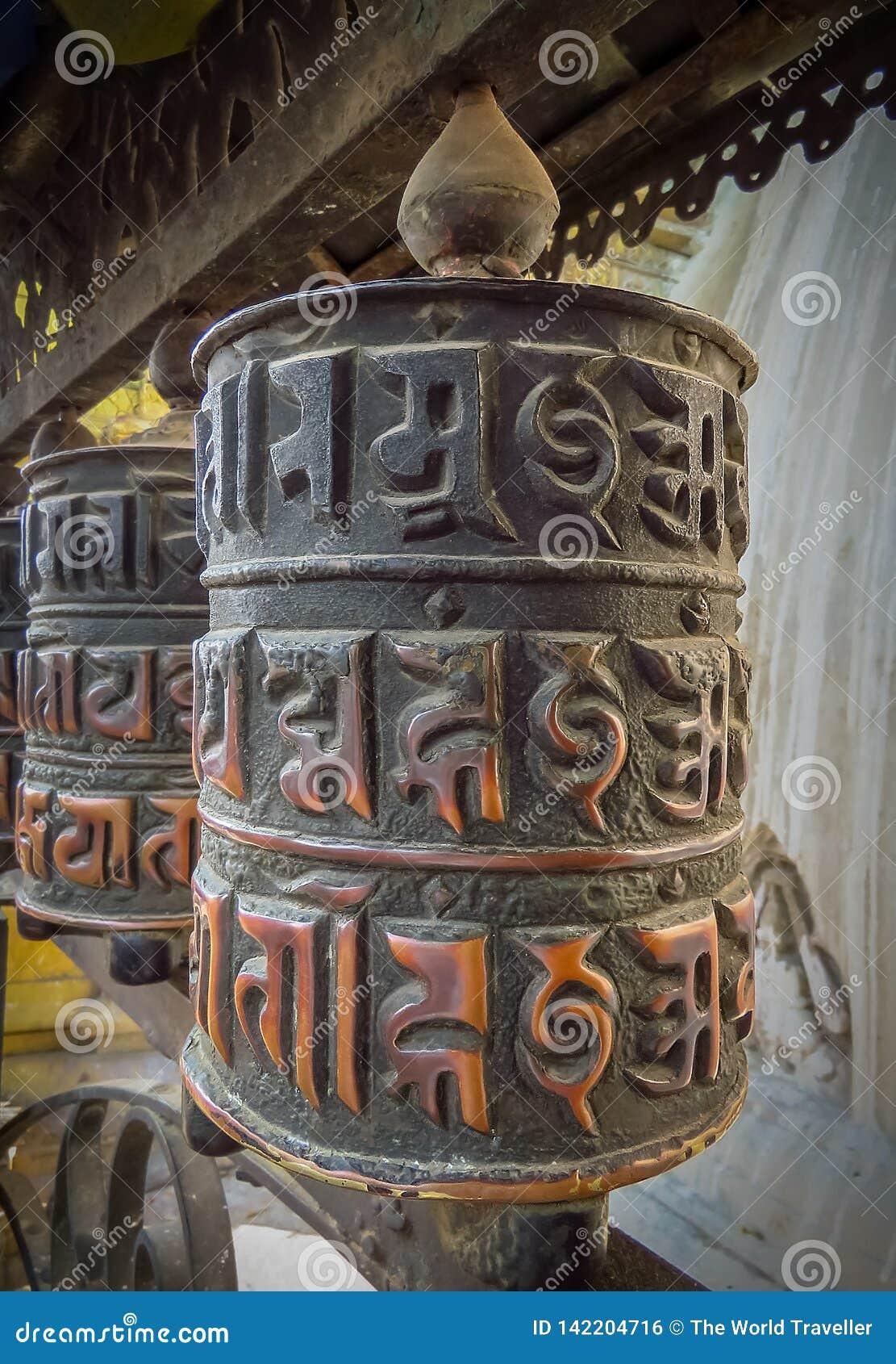 Roda de oração no templo do macaco do templo de Swayambhunath aka, Kathmandu, Nepal