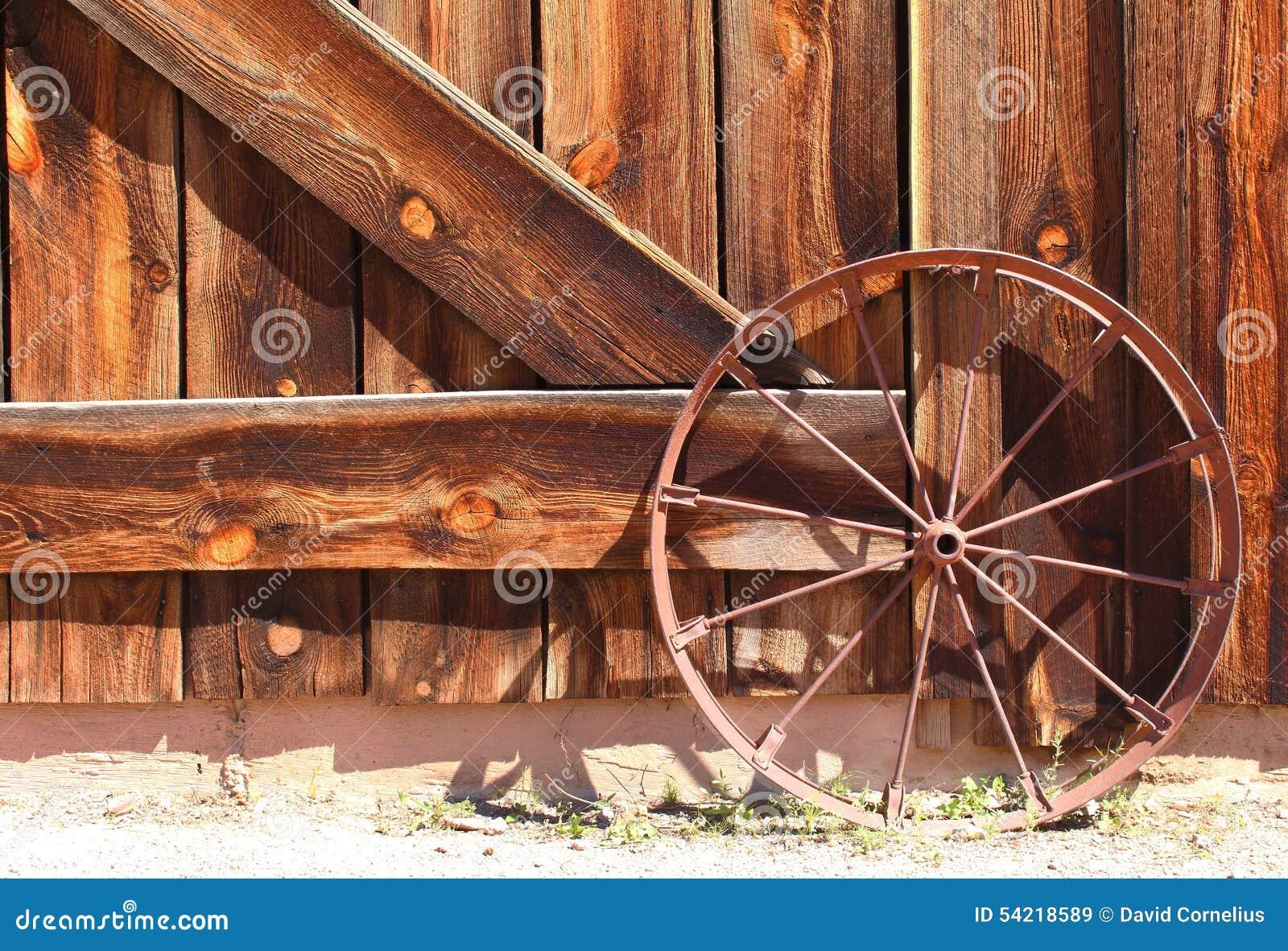 Roda de vagão ocidental selvagem velha