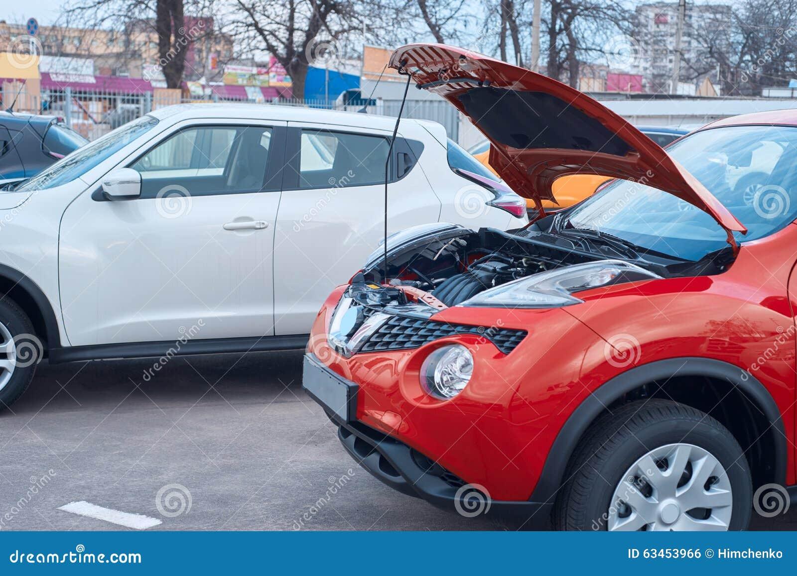 Rode auto met een open kap