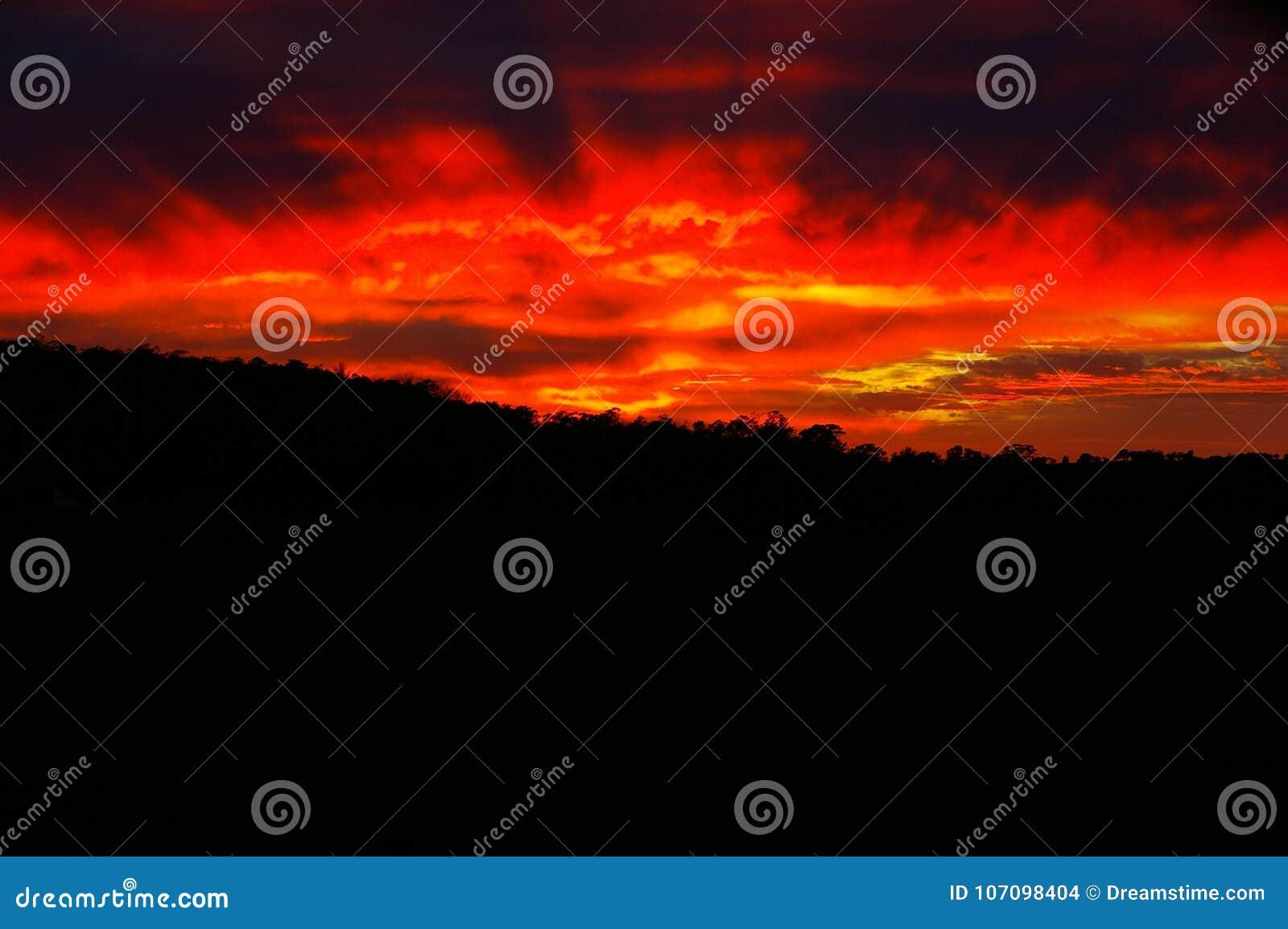 Rode Donkere Hemel, Zonreeks, Rode Hemel in de Winter