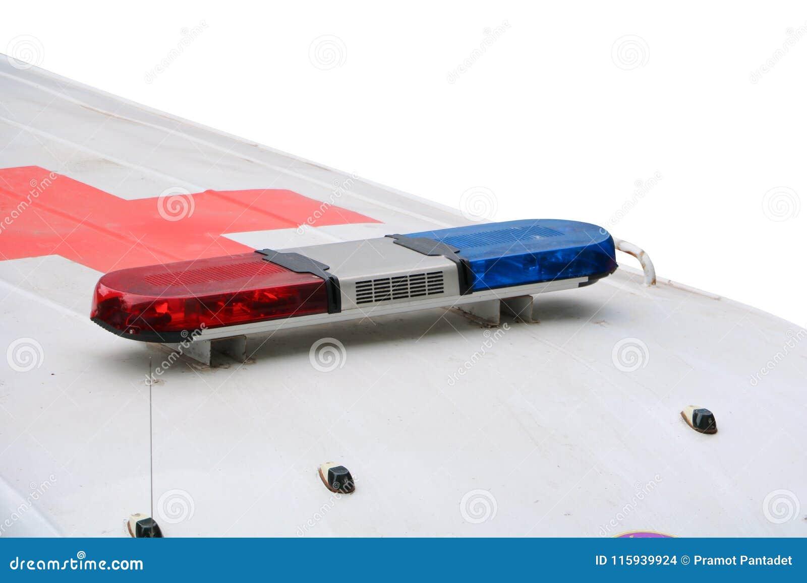 Rode en blauwe lichte sirene op ziekenwagenauto een witte geïsoleerde achtergrond en het knippen weg
