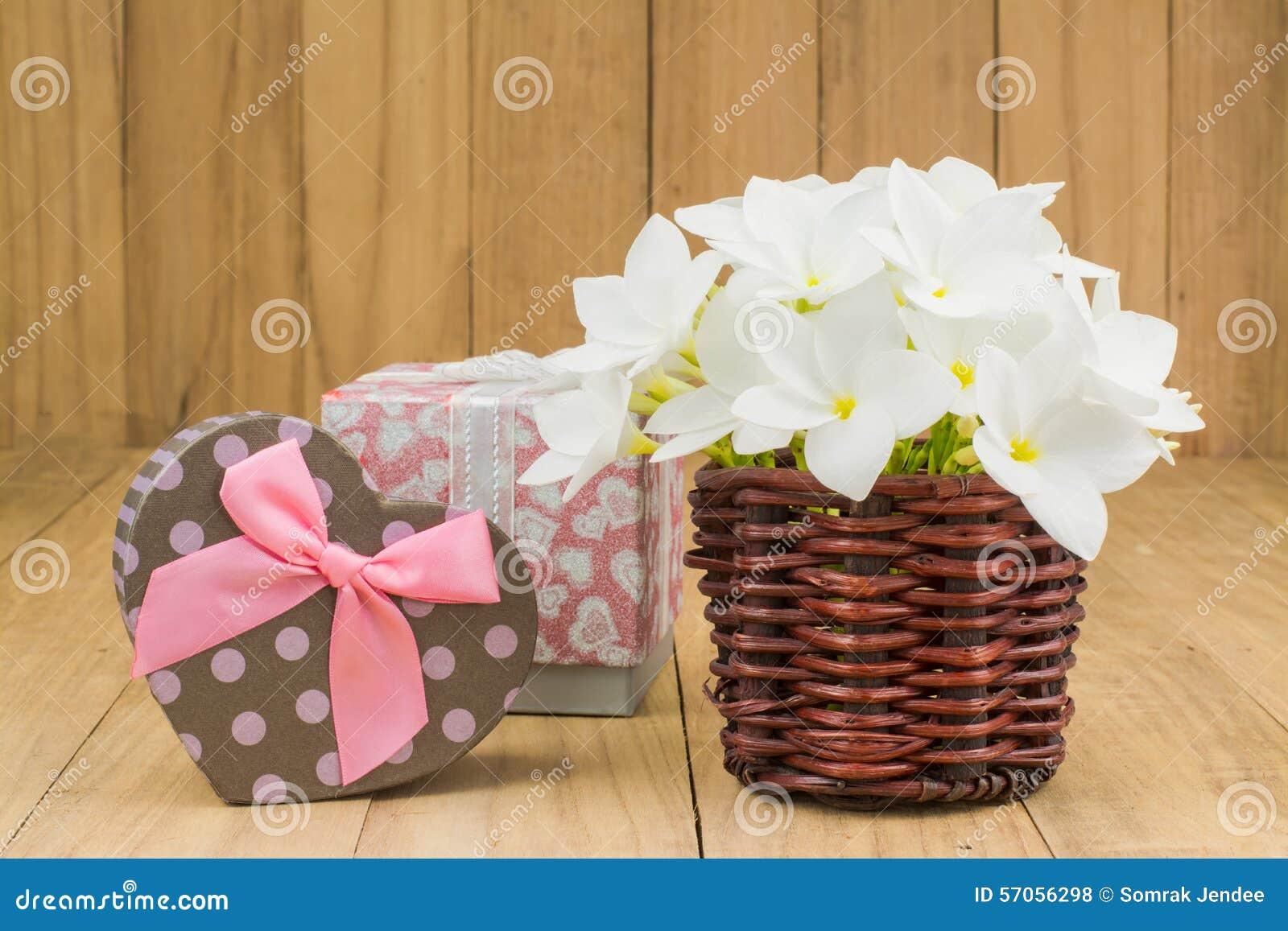 Rode frangipani (plumaria) bloem