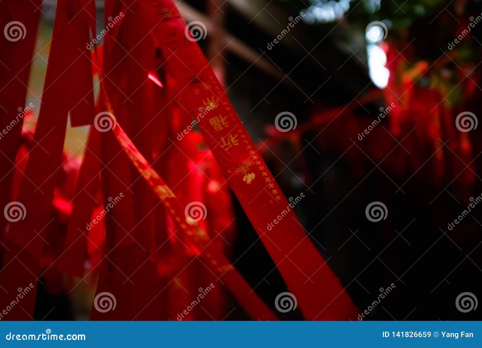 Rode gebedstroken van Chinese tempel