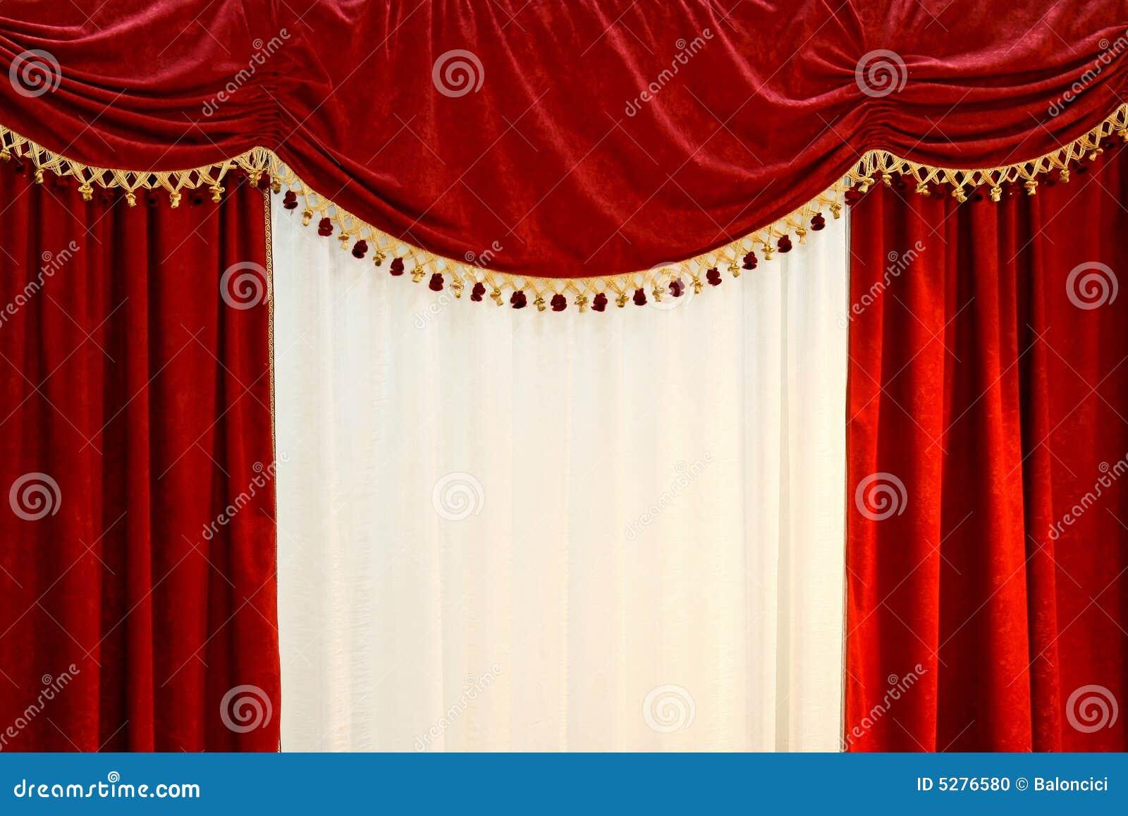 Rode gordijnen stock foto   afbeelding: 5276580