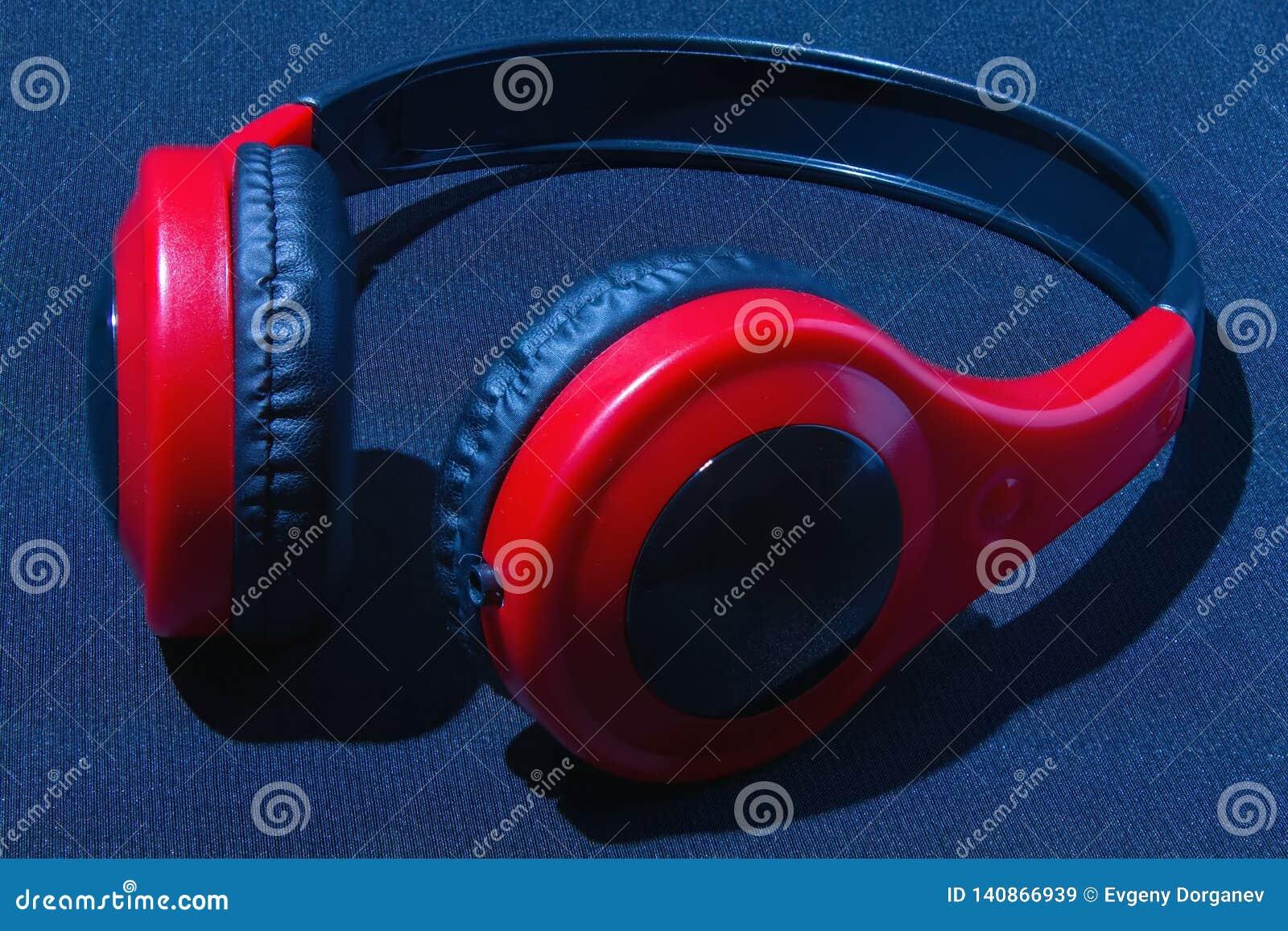 Rode hoofdtelefoons