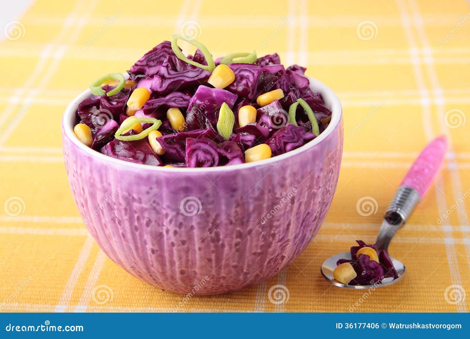 Rode koolsalade met graan