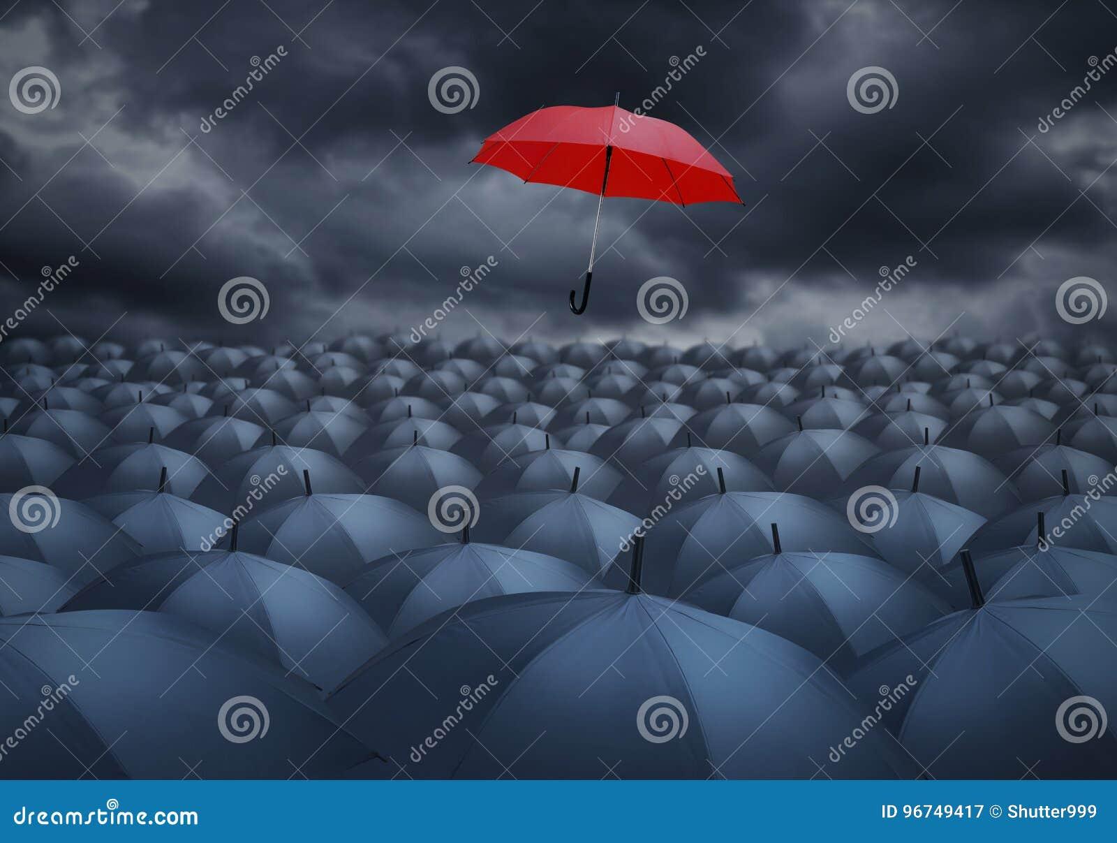 Rode paraplu opmerkelijk van anderen