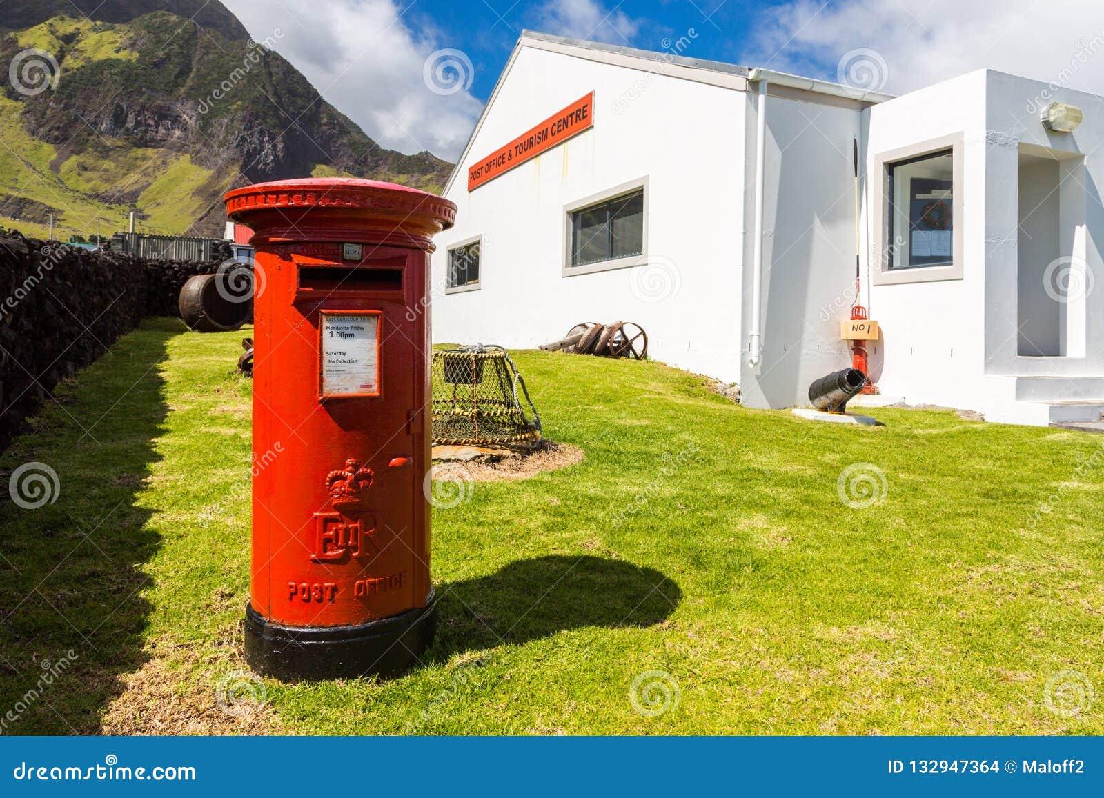 Rode pijlerpostbox, free-standing postbus, Postkantoor en Toerismecentrum, Edinburgh van het Zeven Overzees, Tristan da Cunha-eil