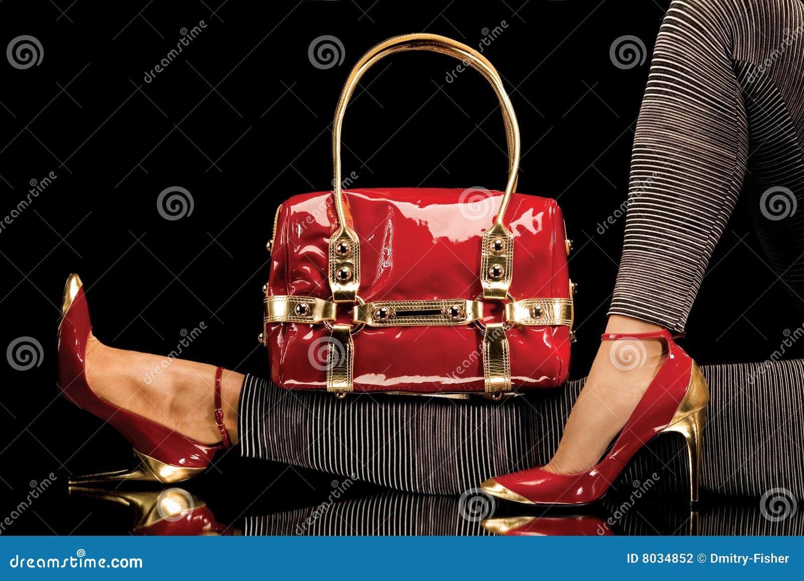 Rode schoenen en zak