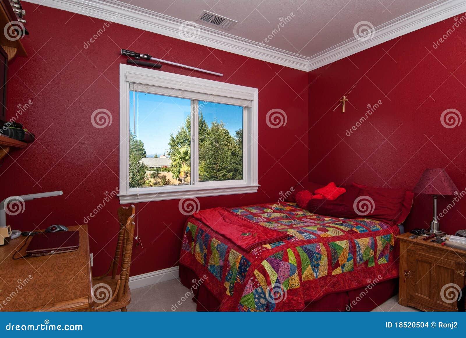 Slaapkamer In Rood : Typische gastslaapkamer (athough rood) in een aardig douanehuis.