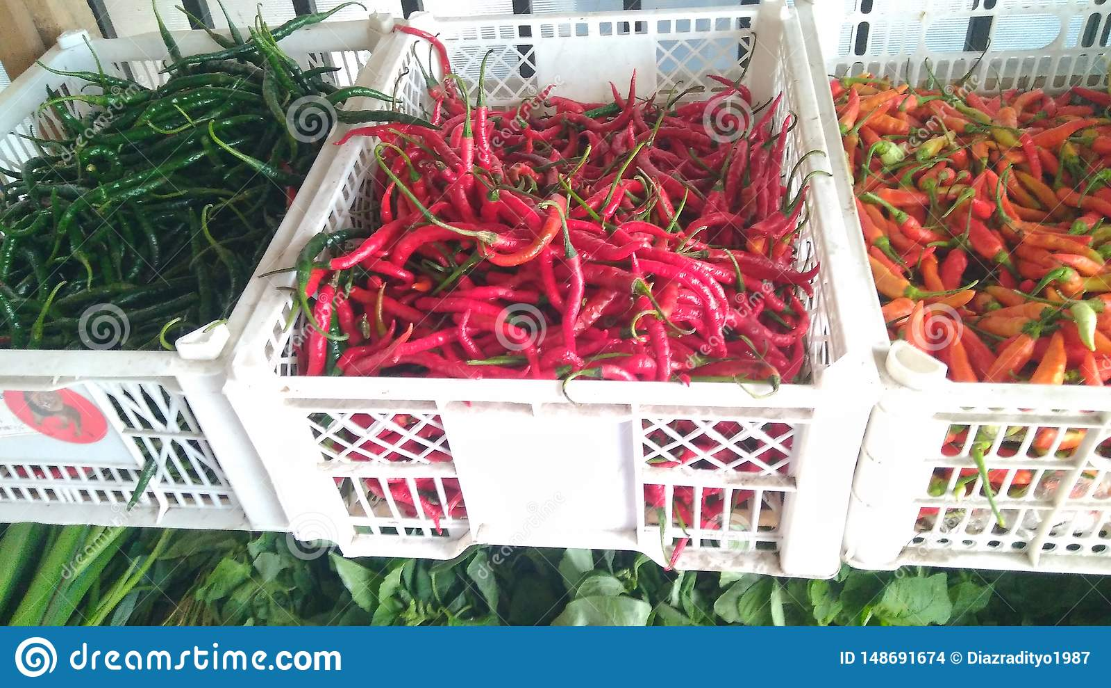 Rode Spaanse peper in de houten lijst