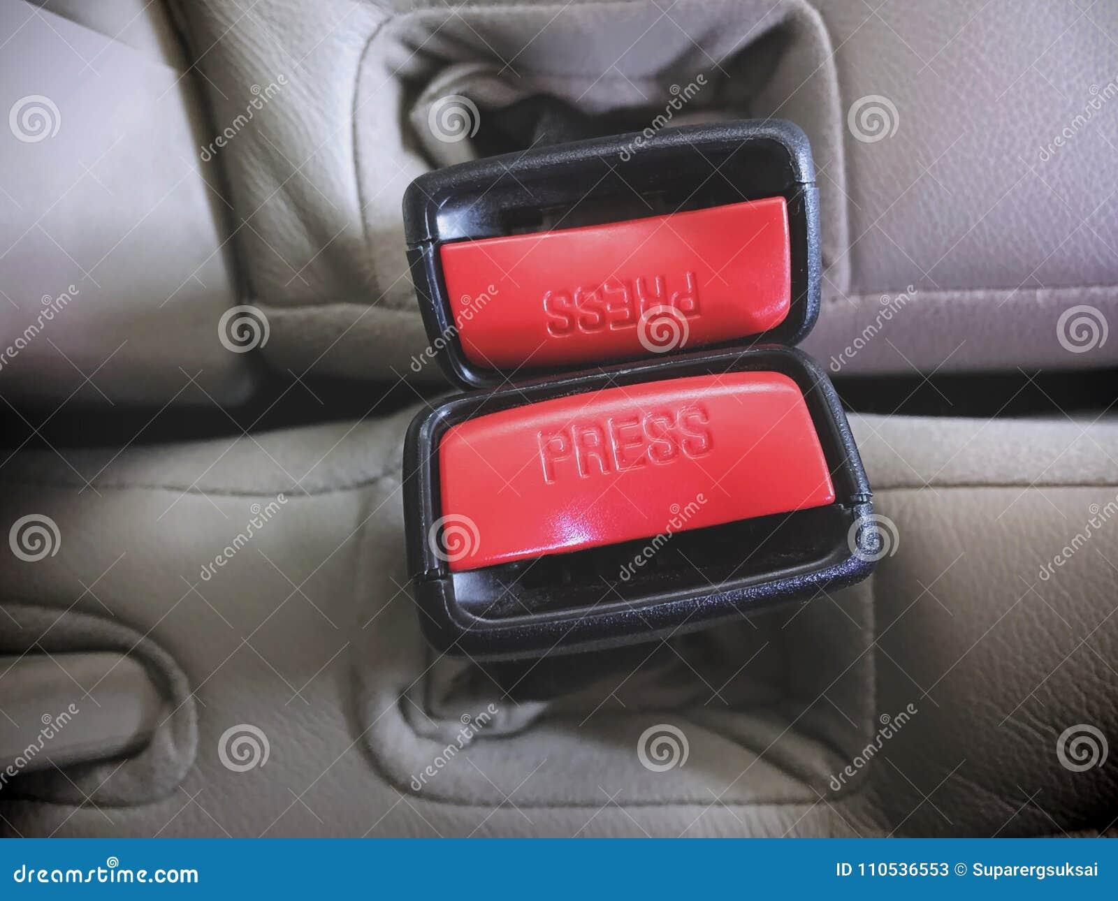 Rode Veiligheidsgordelcontactdozen binnen de Auto