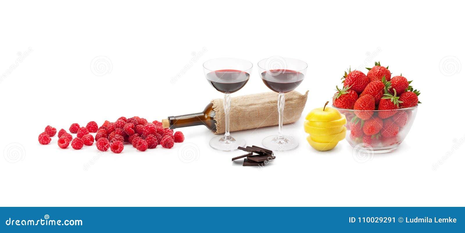 Rode wijnchocolade en fruit