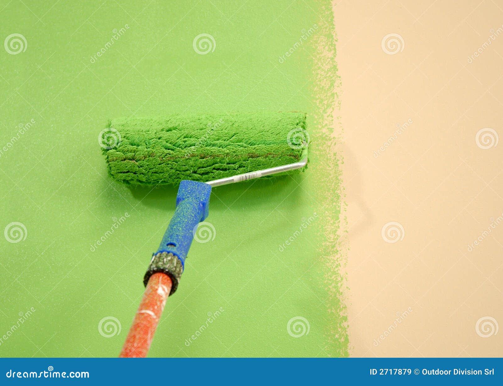 Rodillo de pintura verde de pared im genes de archivo for Pintura pared verde