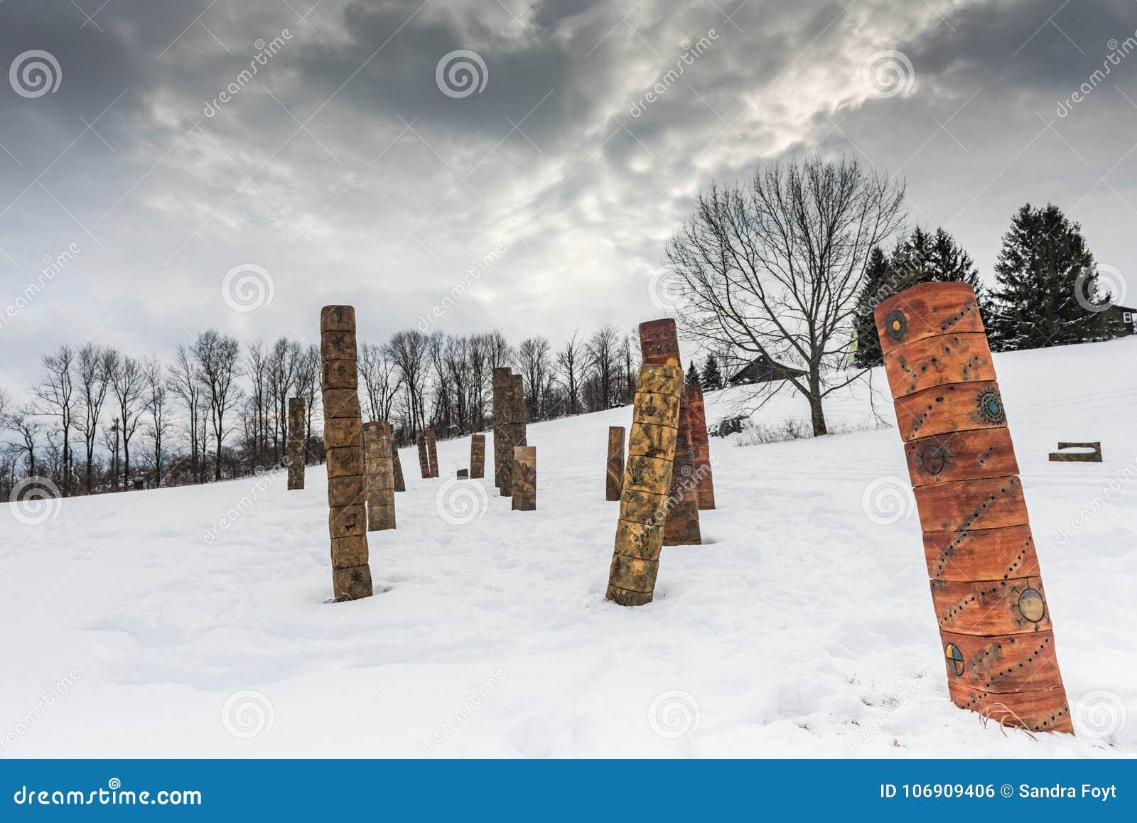 Rodowitego Amerykanina ślad Cazenovia, - Kamienny łupu wzgórza sztuki park -