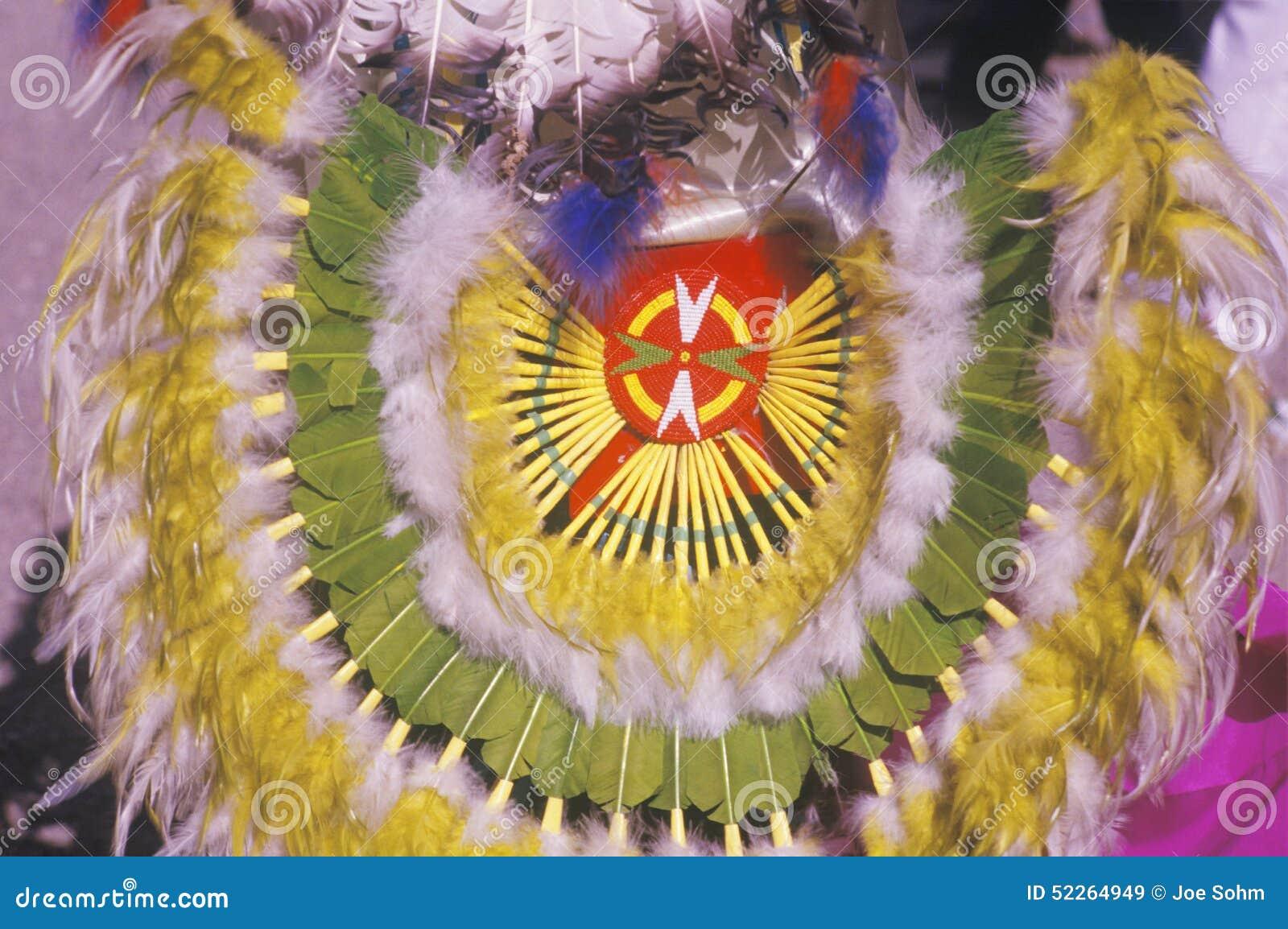 Rodowitego Amerykanina pióropusz dla ceremonialnego Kukurydzanego tana, Santa Clara osada, NM