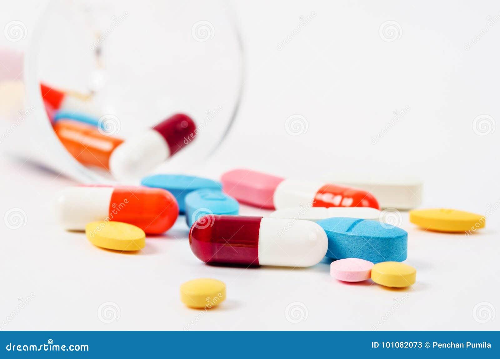 Rodzajowa recepturowa medycyna narkotyzuje pigułki i asortowanego pharmaceu
