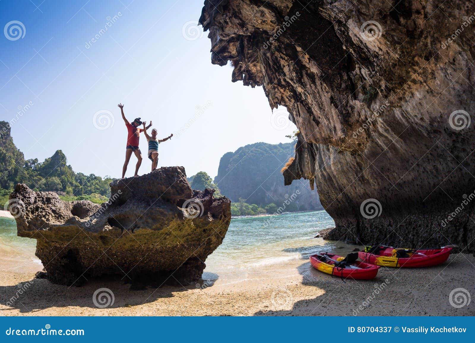 Rodzina kayaking na rzece