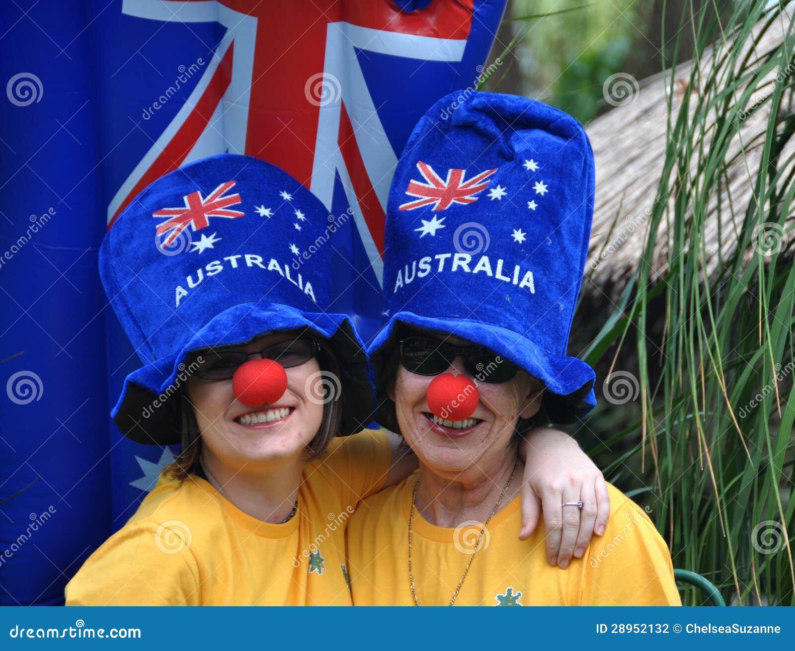 Rodzina na Australia dnia świętowaniach z szalonymi błękitnymi kapeluszami