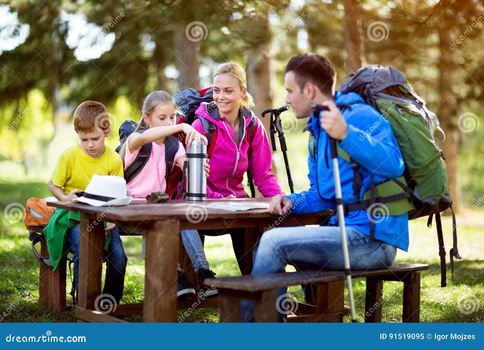 Rodzina przerwę od wycieczkować