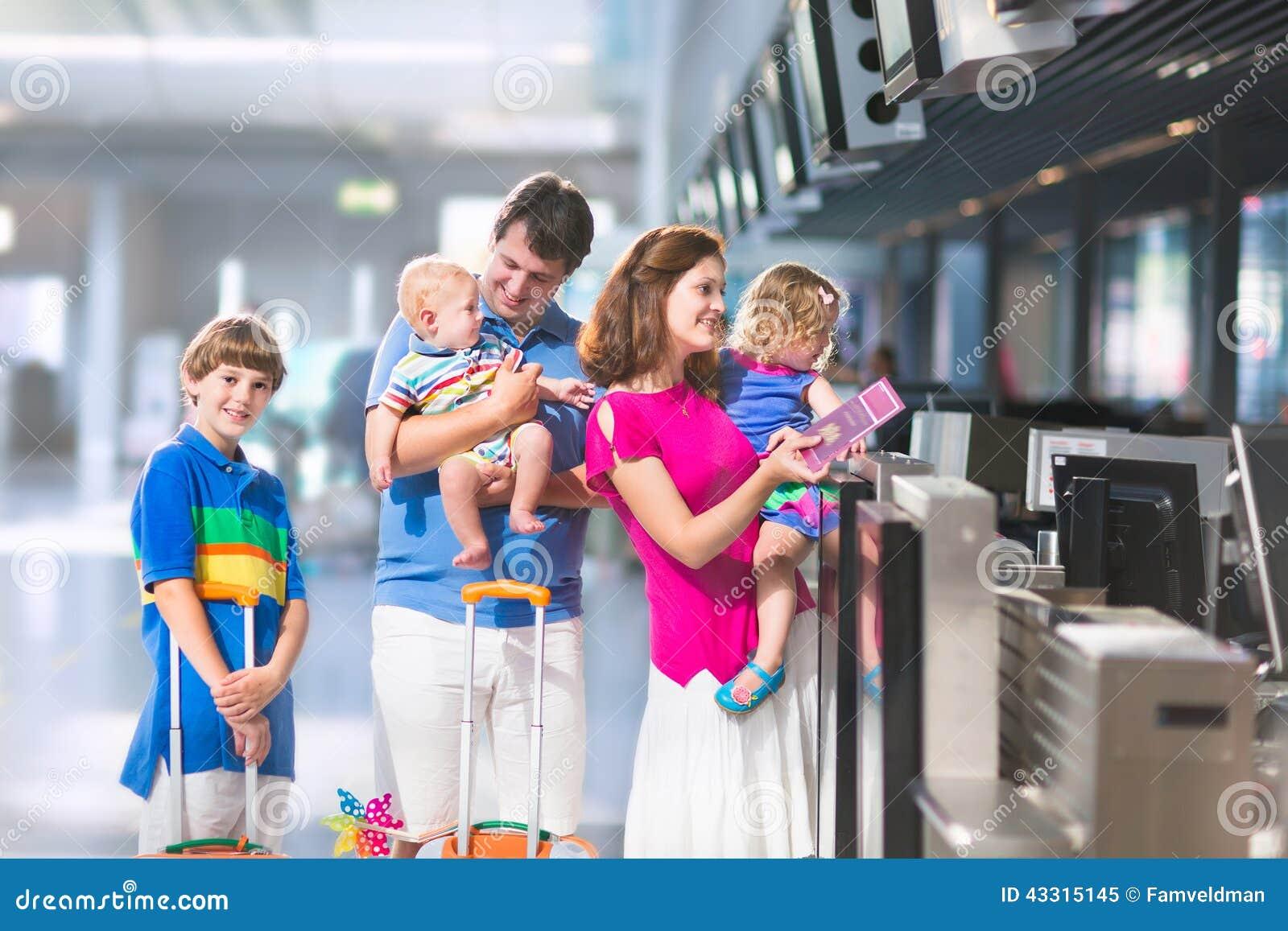 Rodzina przy lotniskiem