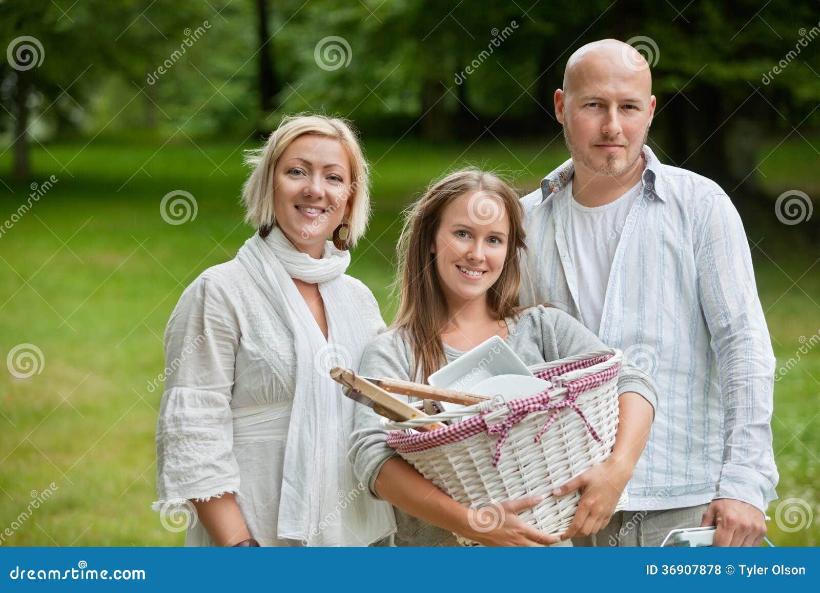 Rodzina Wszystko Ustawiająca Dla Plenerowego pinkinu