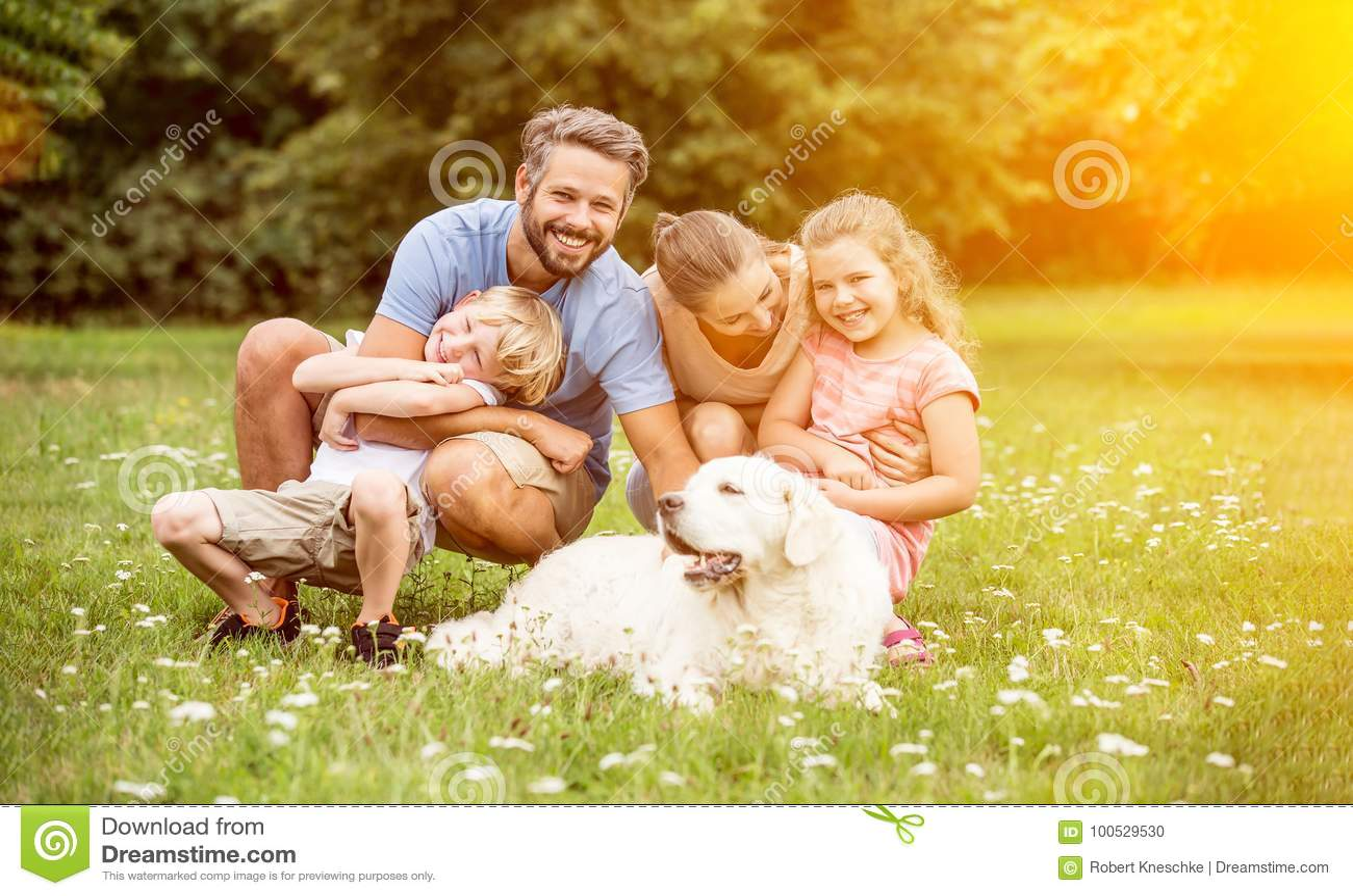 Rodzina z dziećmi i psem