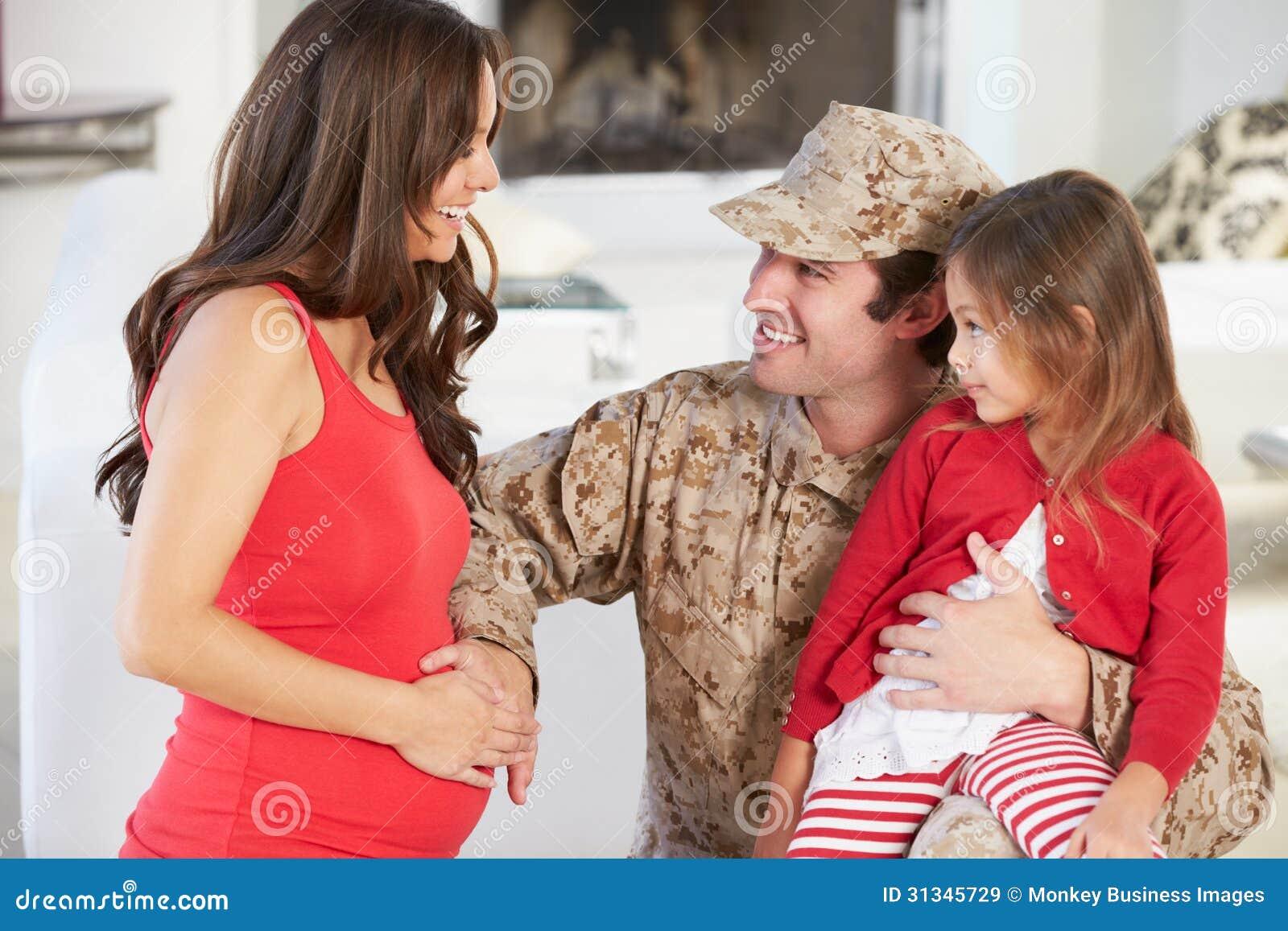 Rodzinnego powitania ojca Militarny dom Na urlopie
