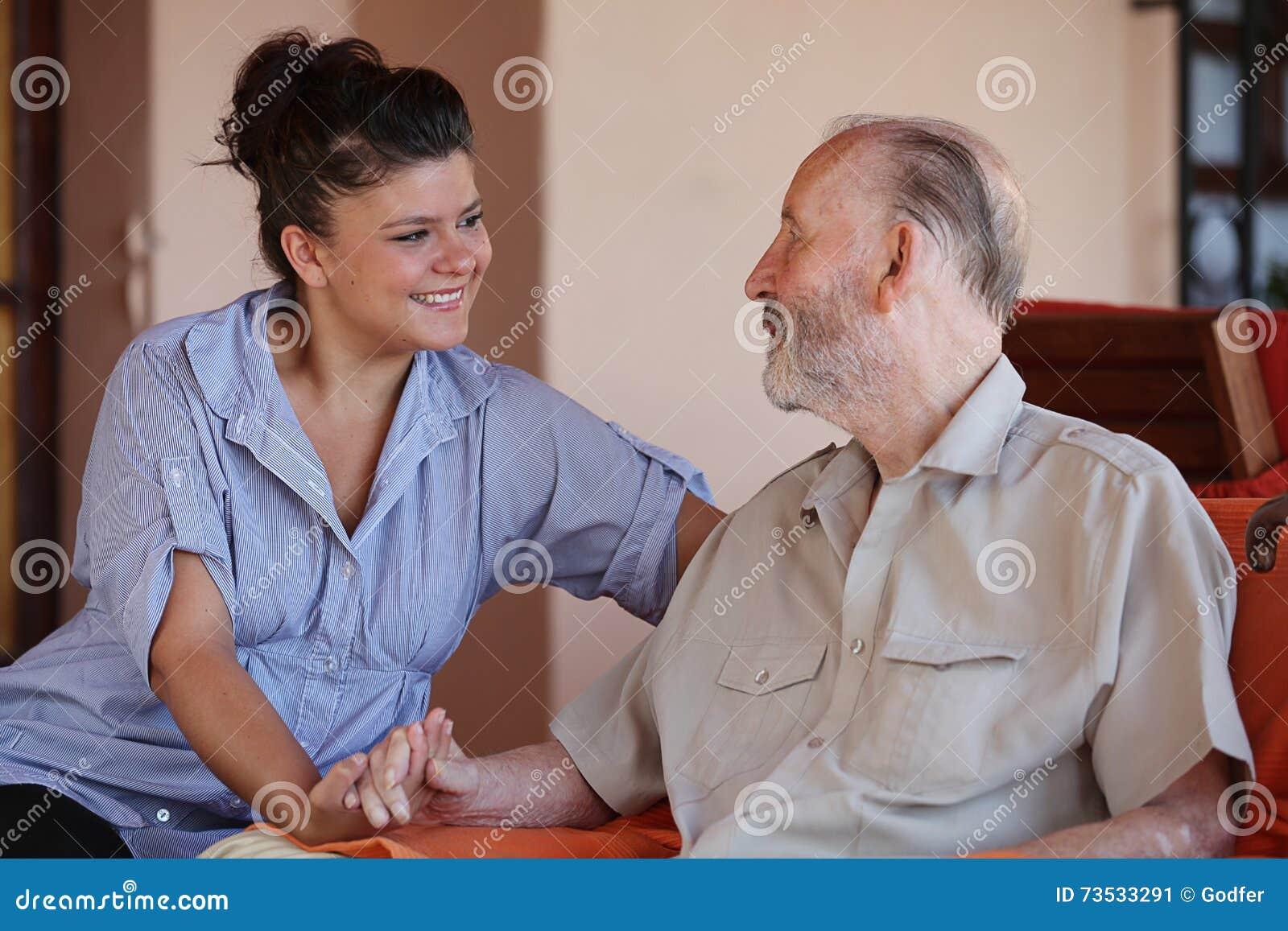 Rodzinni miłość dziadkowie, wnuki i