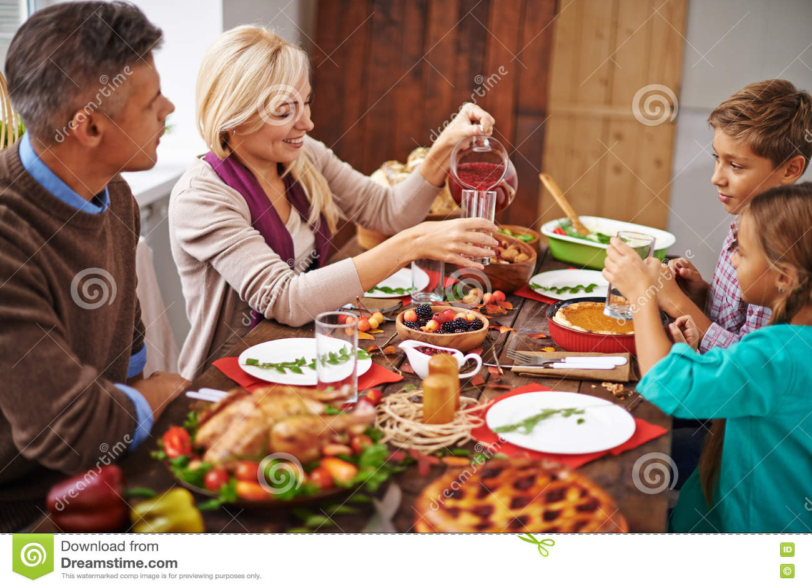 Rodzinny dziękczynienie gość restauracji