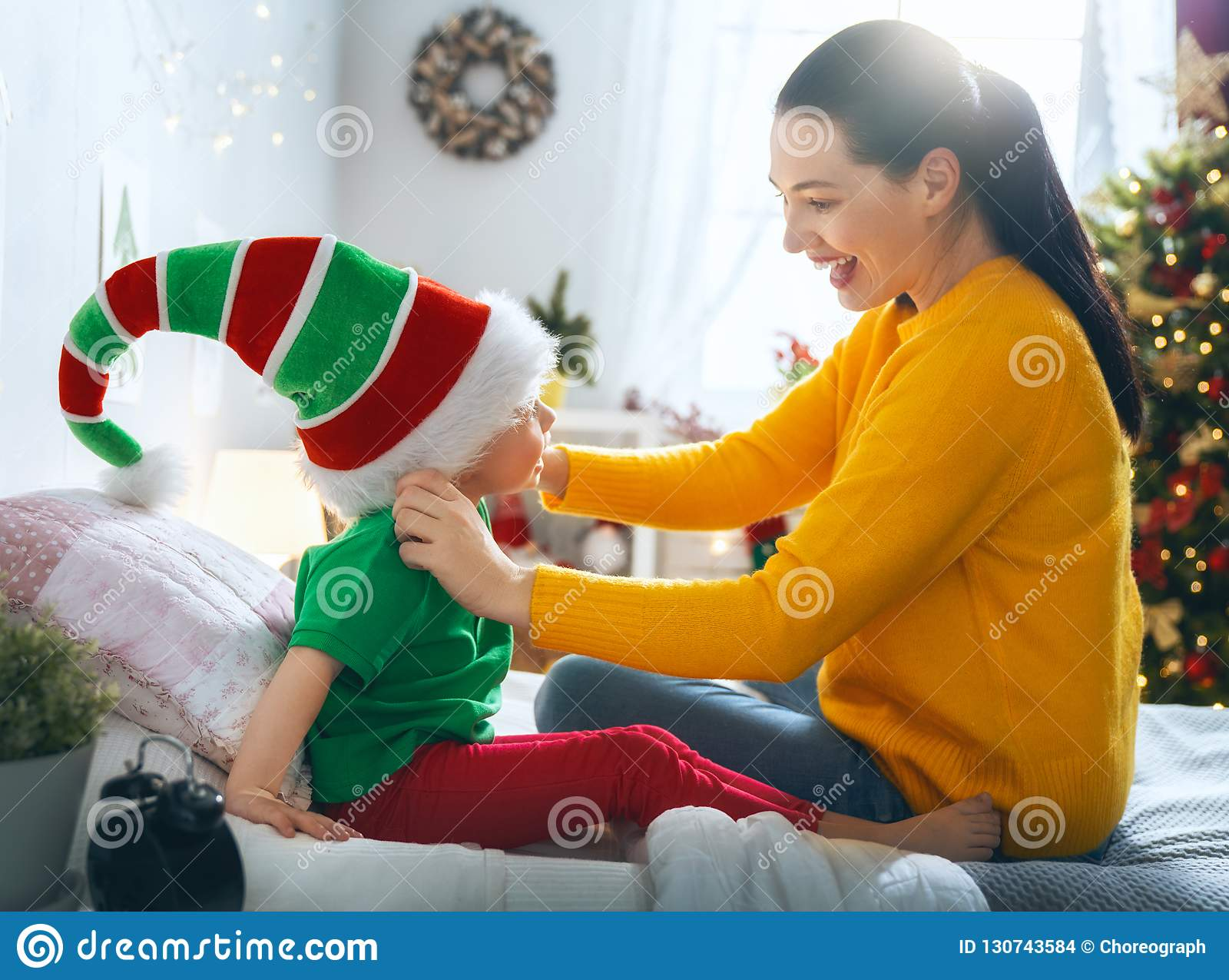 Rodzinny narządzanie dla bożych narodzeń