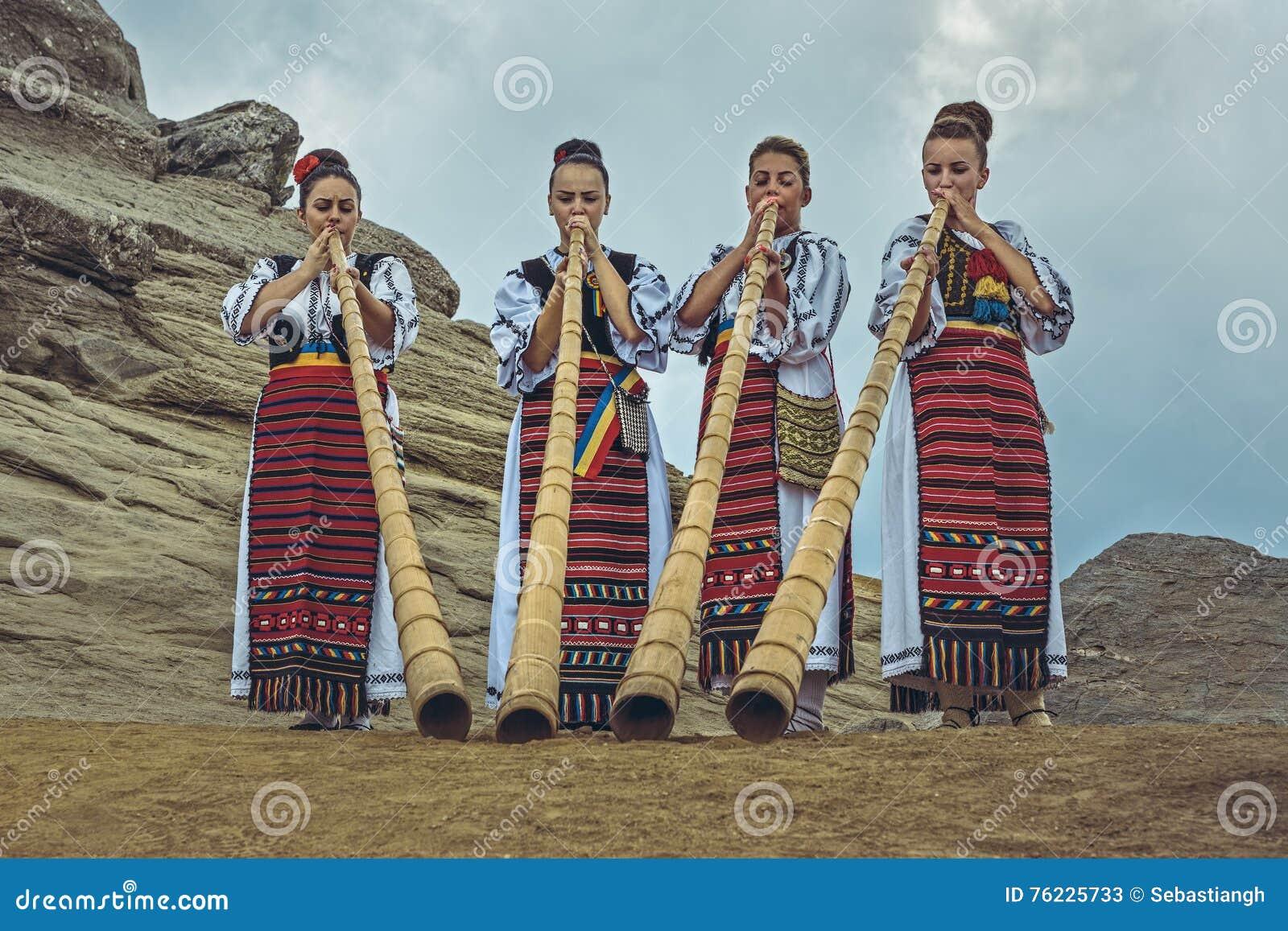 Roemeense vrouwelijke tulnic spelers
