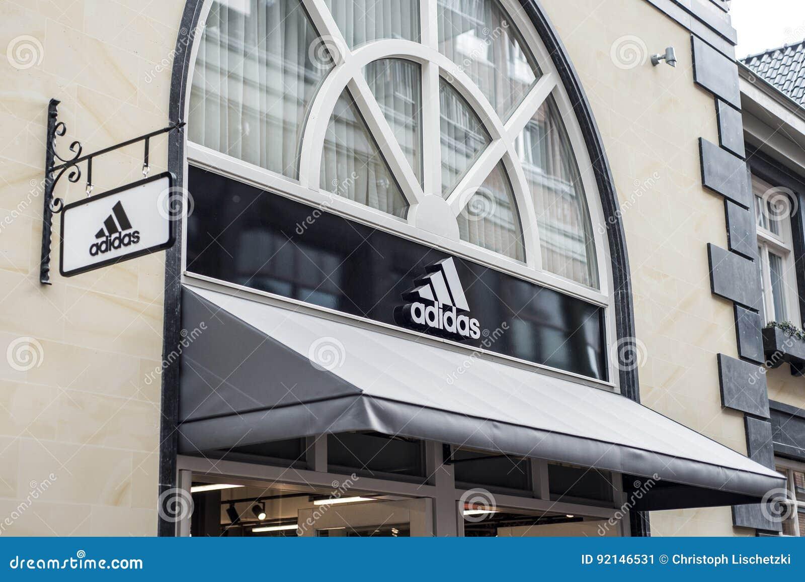 Mc Arthur Glen Designer Outlet Shopping