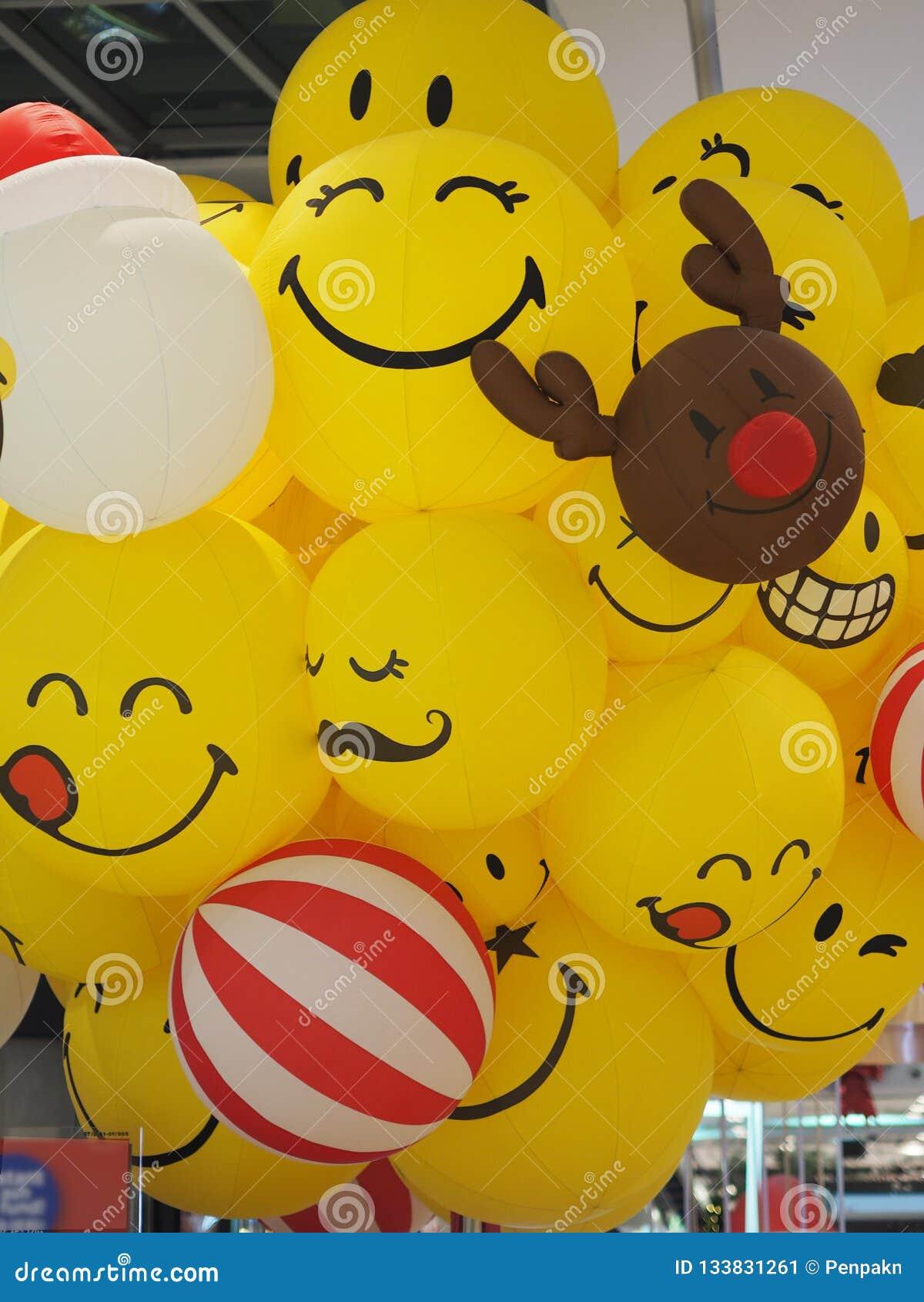 Rogacza uśmiechu Smiley twarzy piłki żółty balon szczęśliwy
