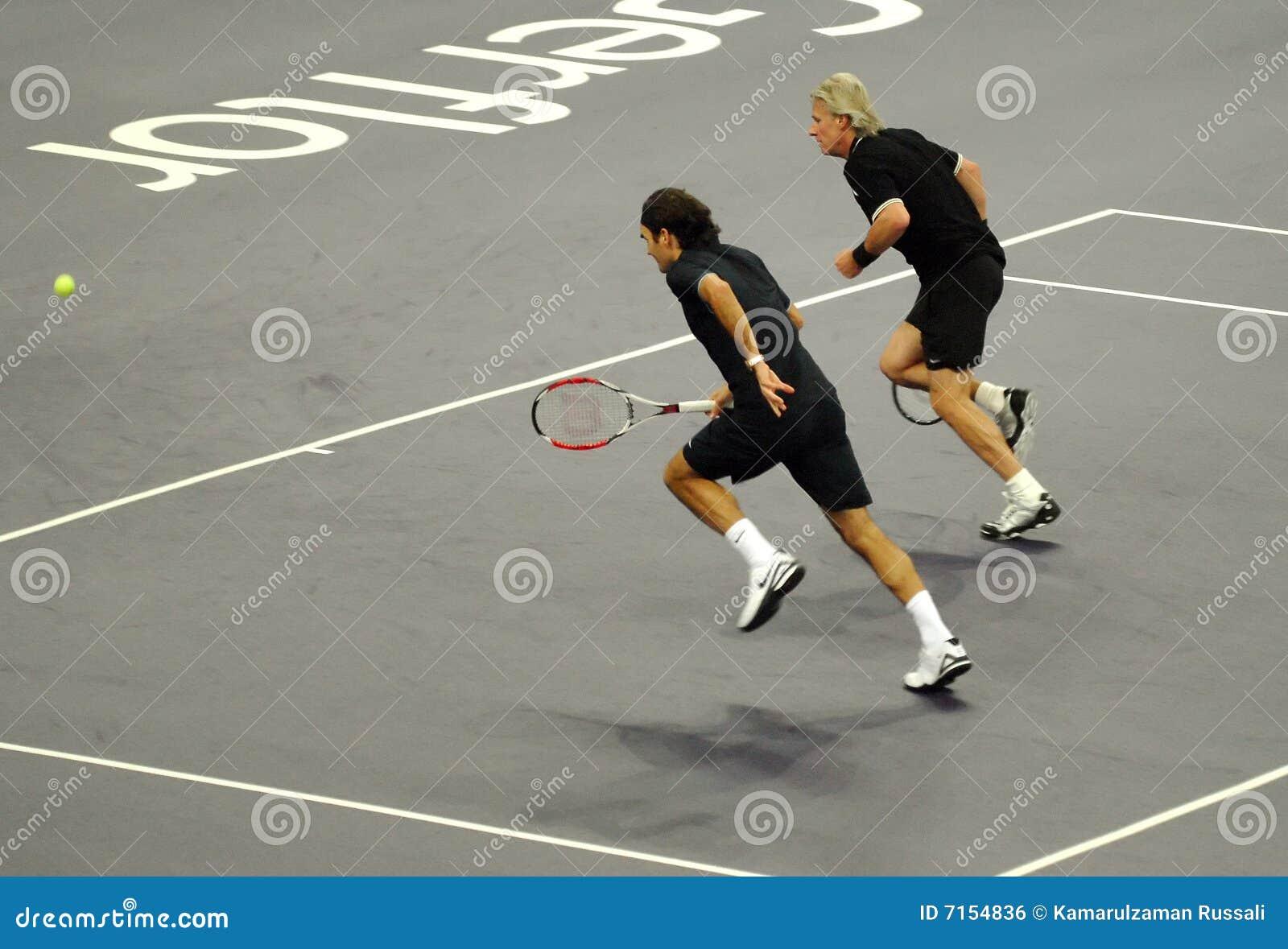 Roger Federer y Bjorn Borg en acciones