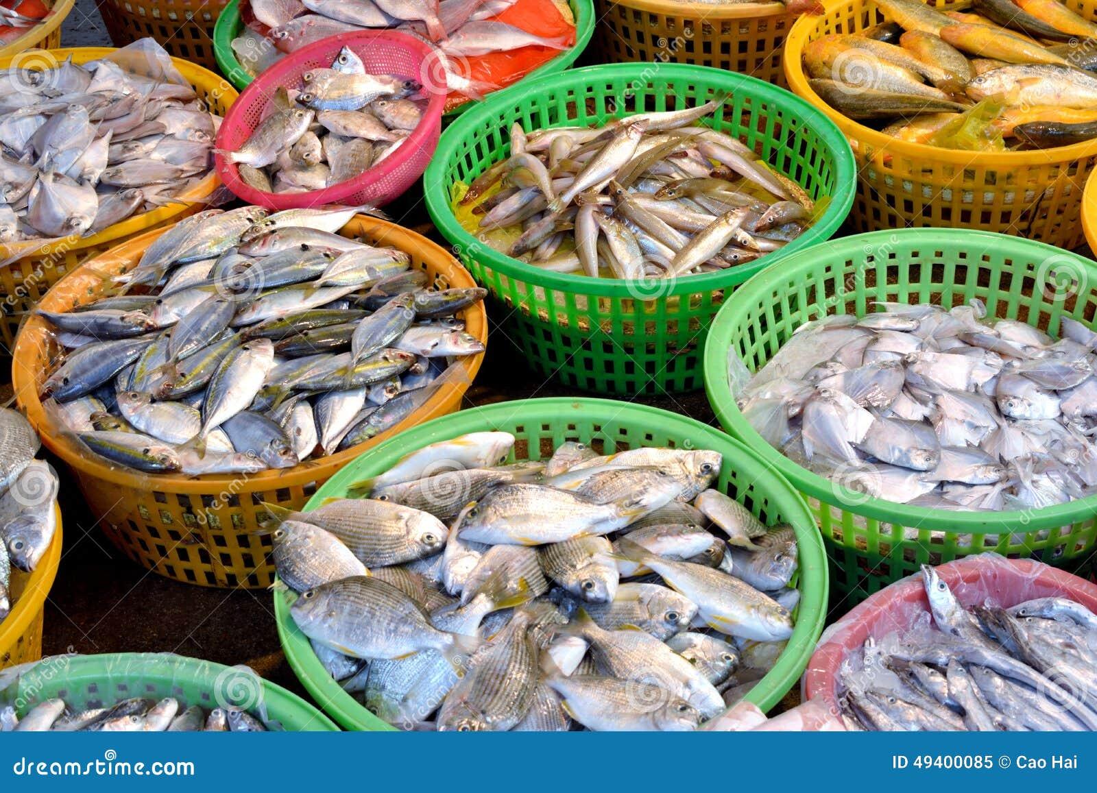 Download Rohe Fische Des Marktverkaufs Stockbild - Bild von verschieden, nahrung: 49400085