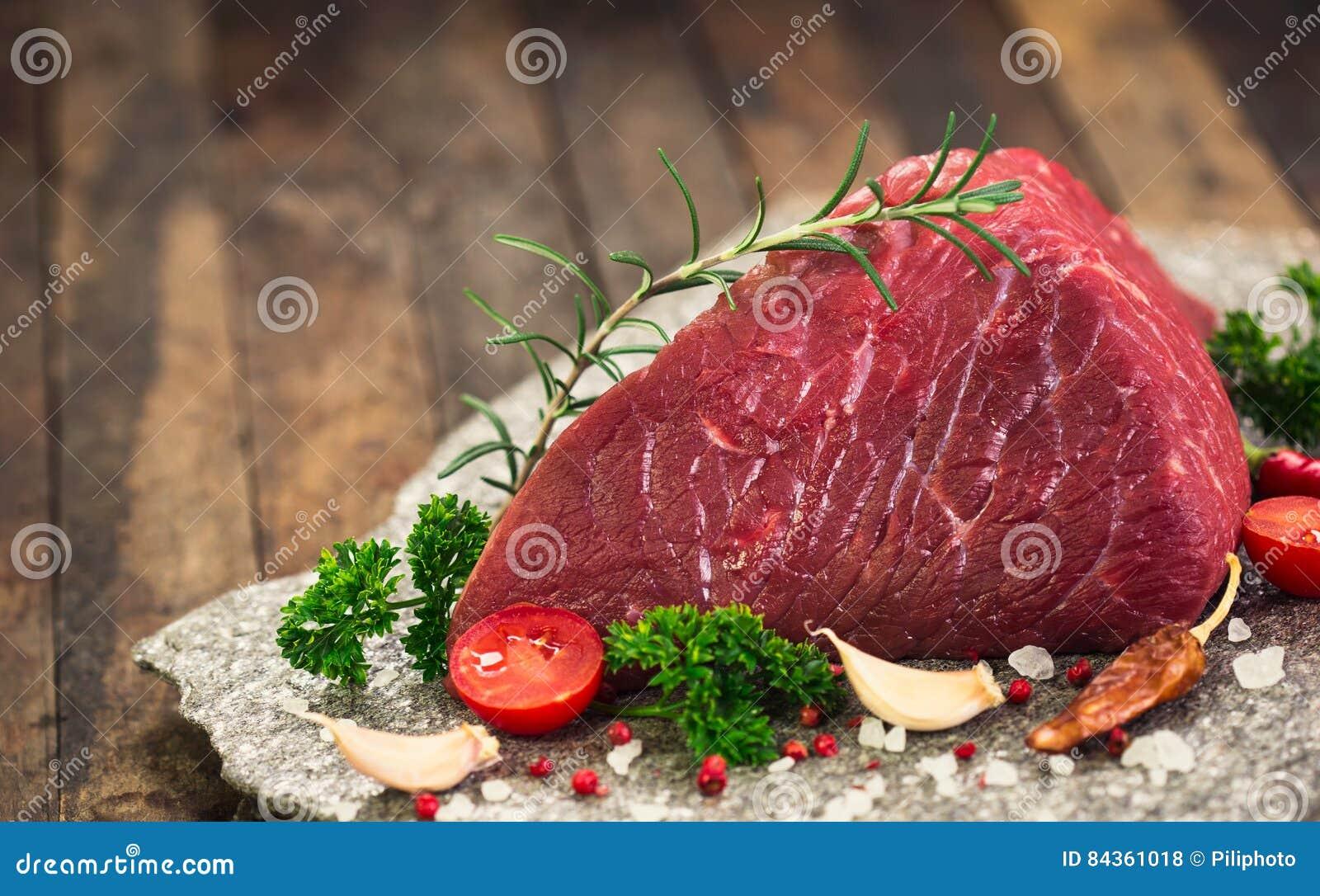 Rohes Rindfleischfleisch mit Gewürzen