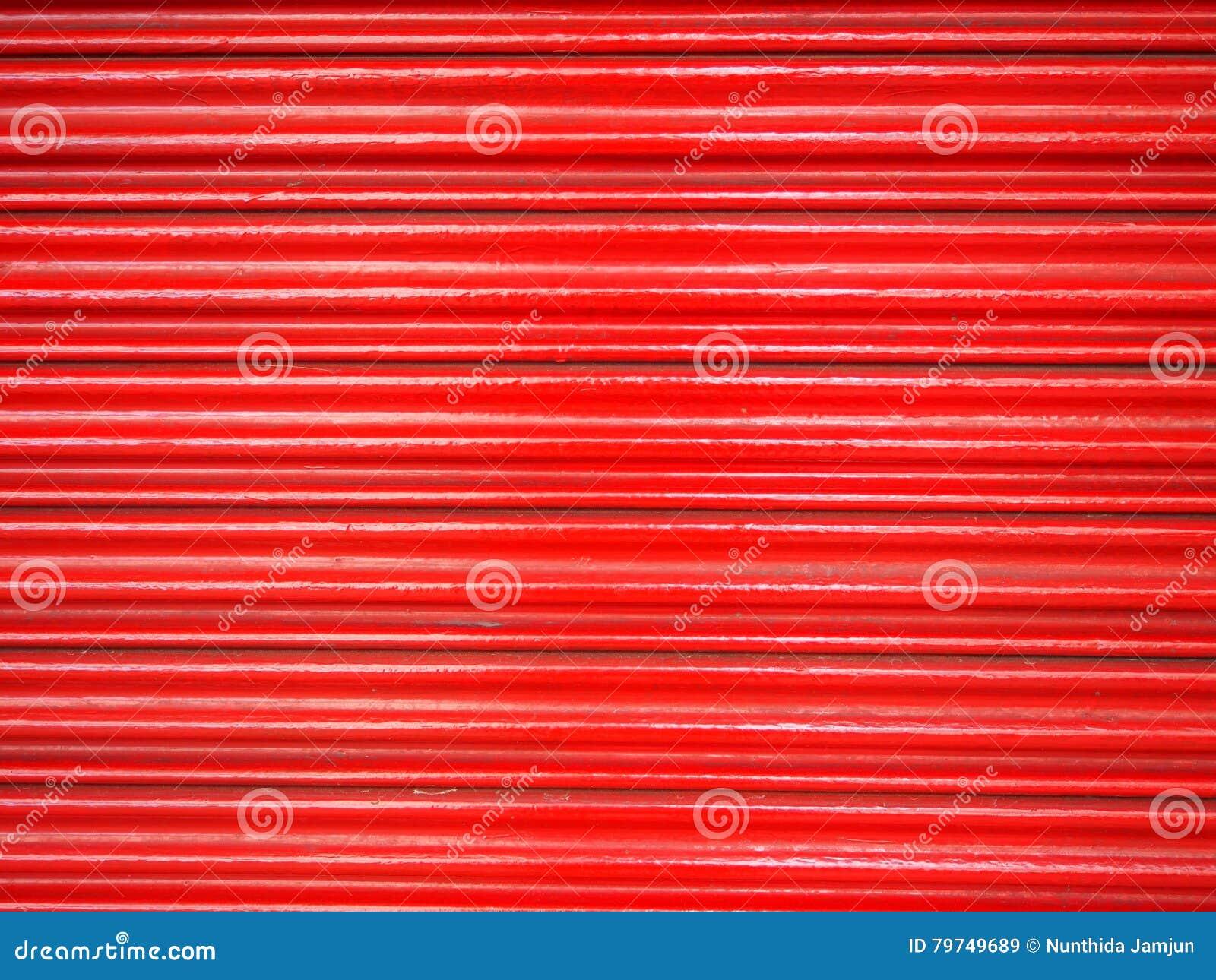 Rojo de acero de la puerta