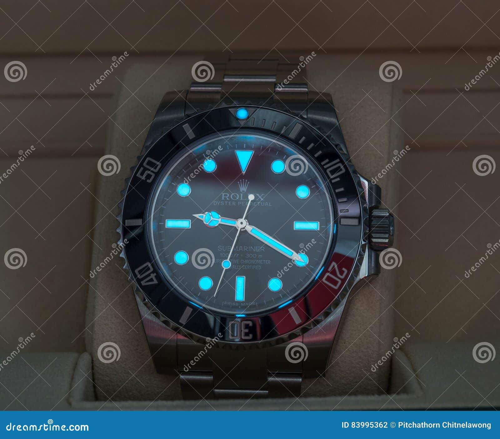 Rolex Submariner με την πυράκτωση Superluminova Εκδοτική Φωτογραφία ... c7fe3362864