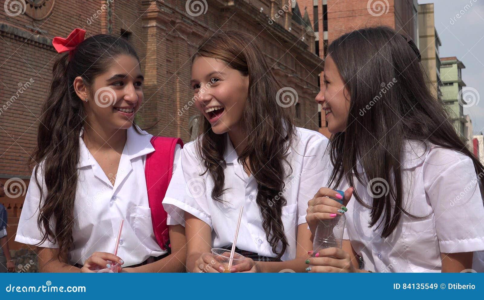 Roliga flickor som har teen