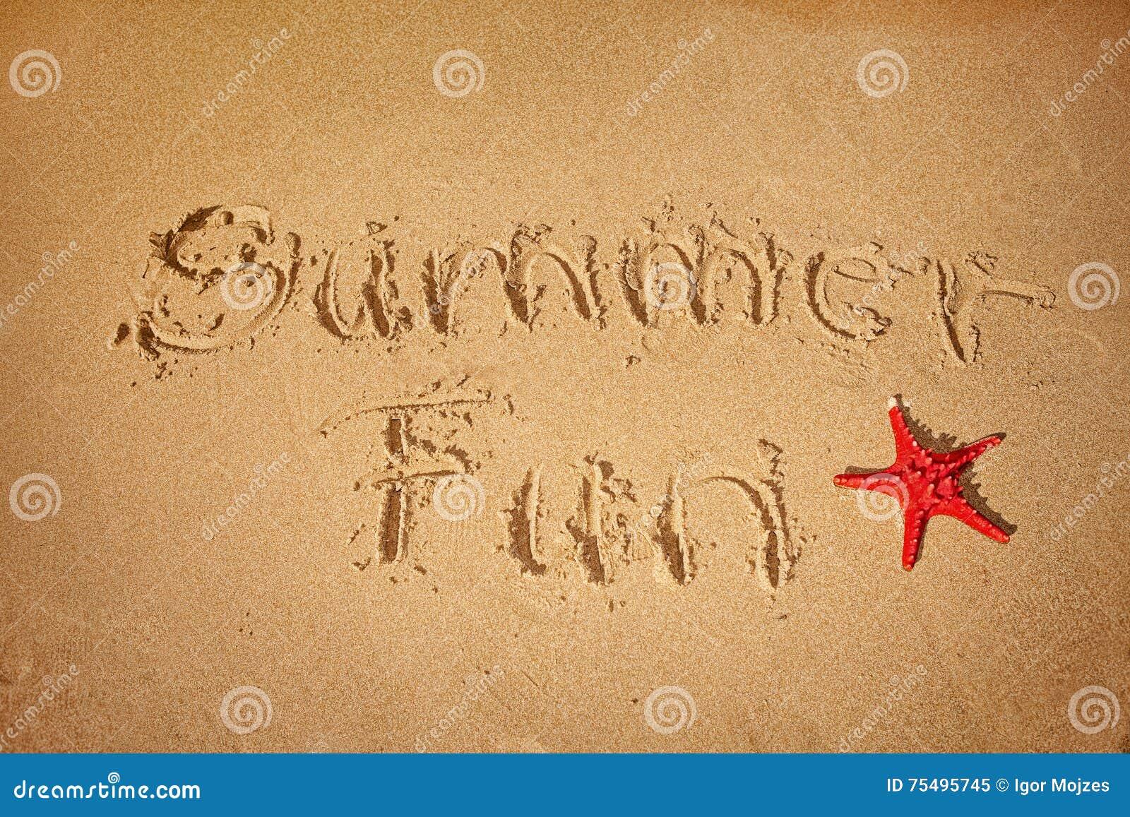 Roligt skriftligt för sommar på sand