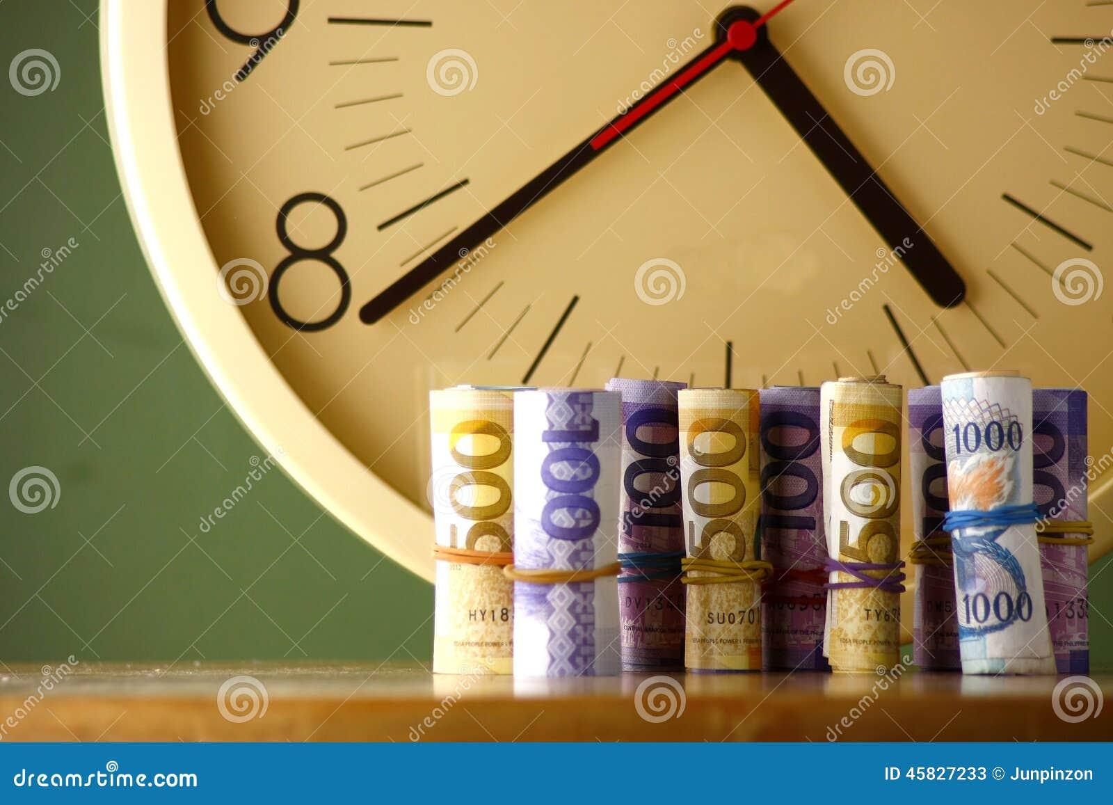 Rolki papierowy pieniądze analogowy zegar