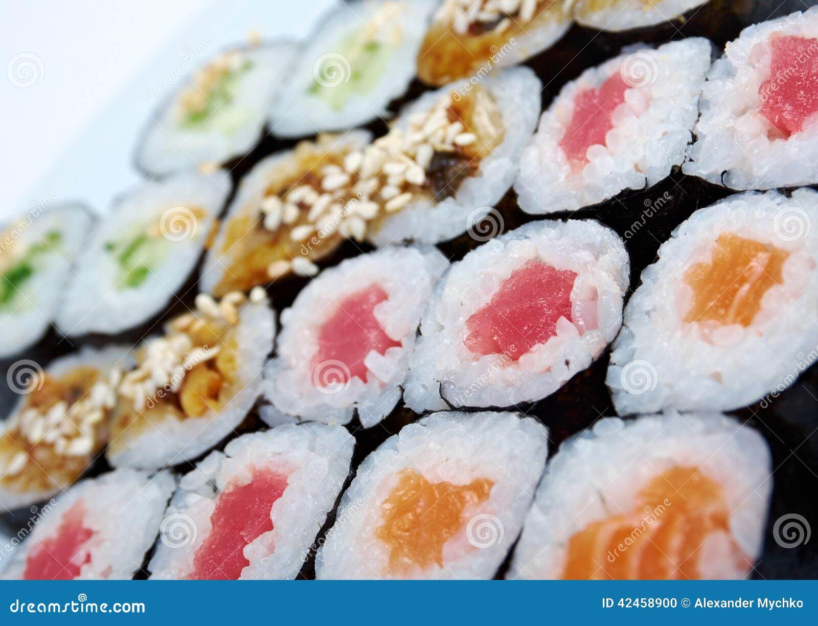Rollen Sie gemachte Lachse, Aal, Thunfisch, Gemüse