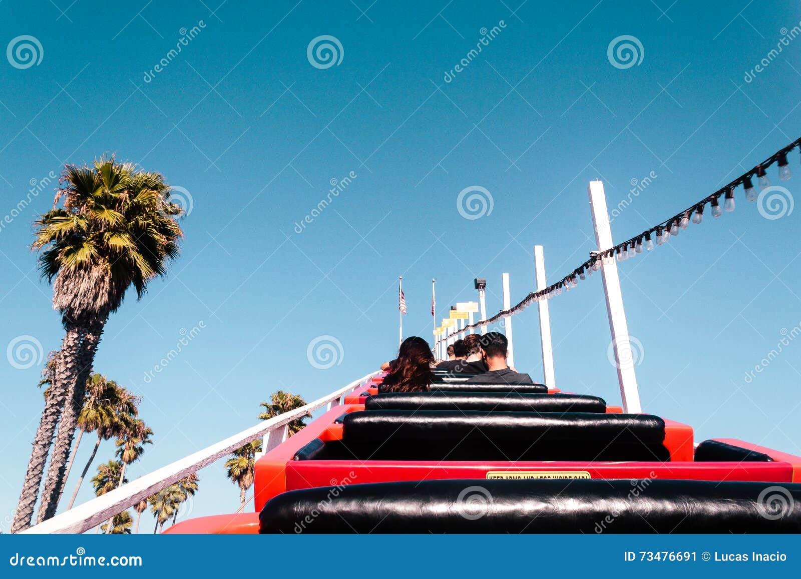 Roller coaster en Santa Cruz Boardwalk, California, Estados Unidos
