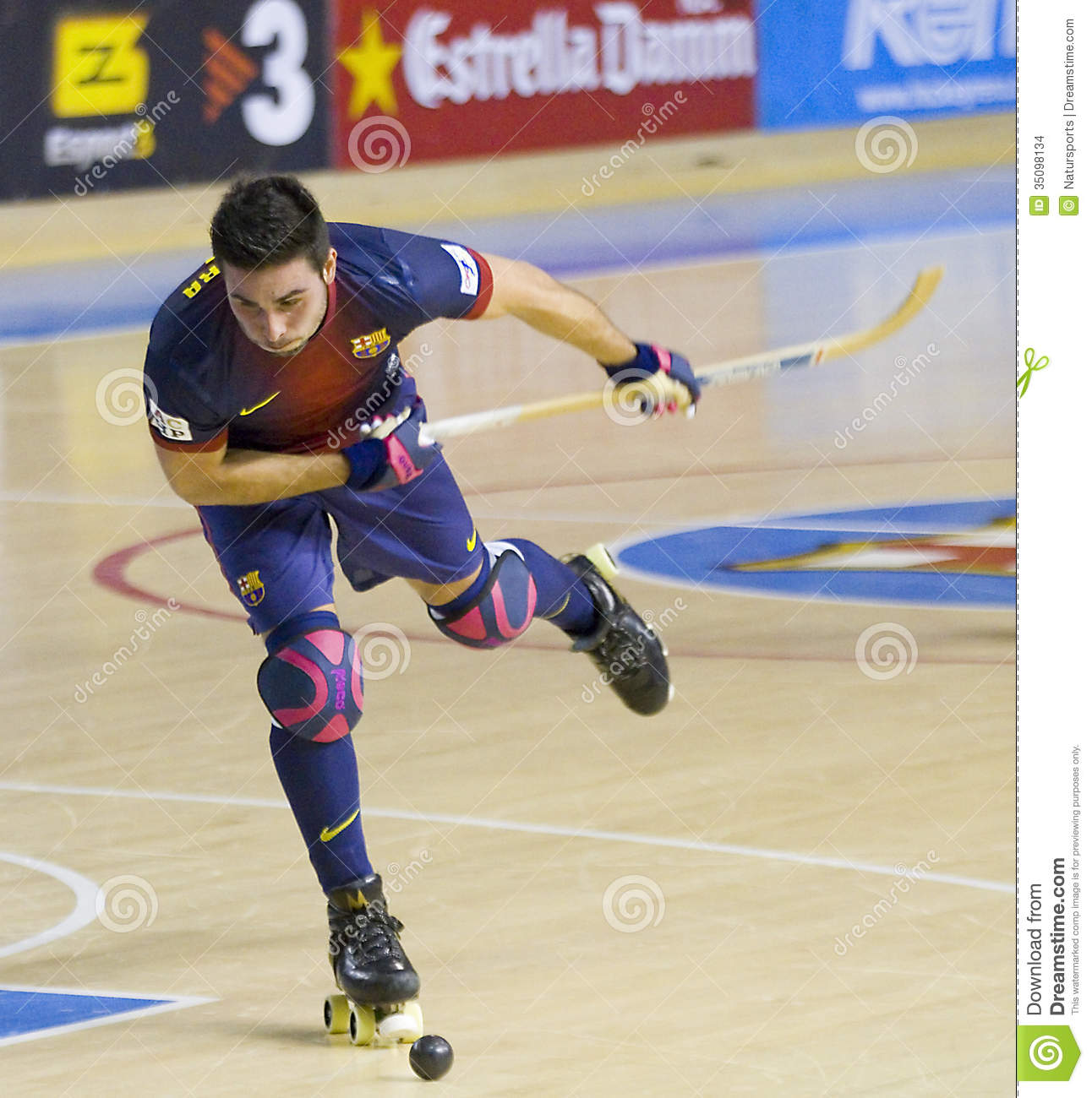 Roller hockey match editorial stock image image 35098134 for Puerta 0 palau blaugrana