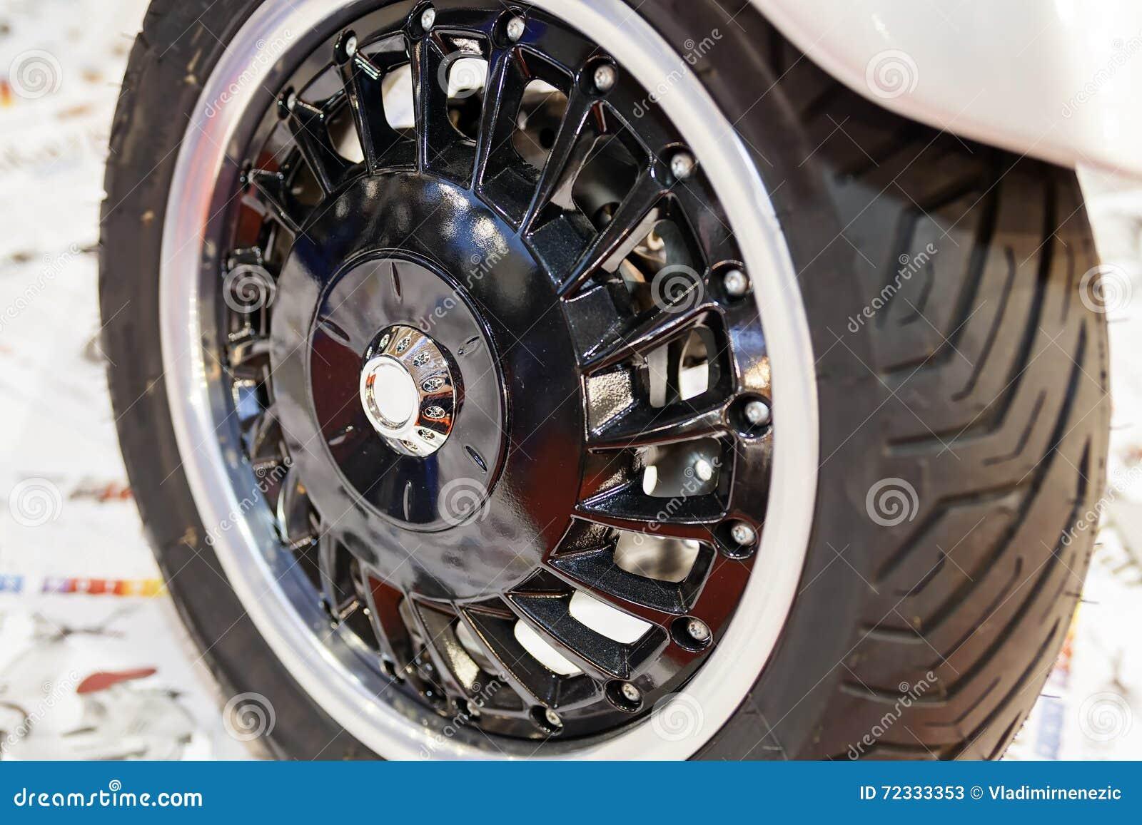 Roller Mit Drei Rädern Stockbild Bild Von Aufbau Abschluß 72333353